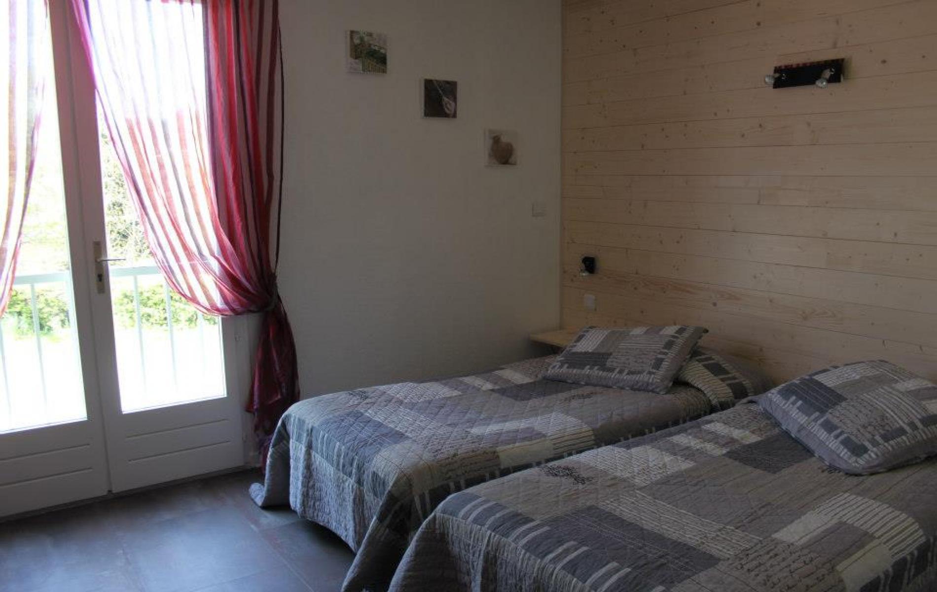 chambres contemporaines hotel mont ventoux mollans sur ouv ze. Black Bedroom Furniture Sets. Home Design Ideas
