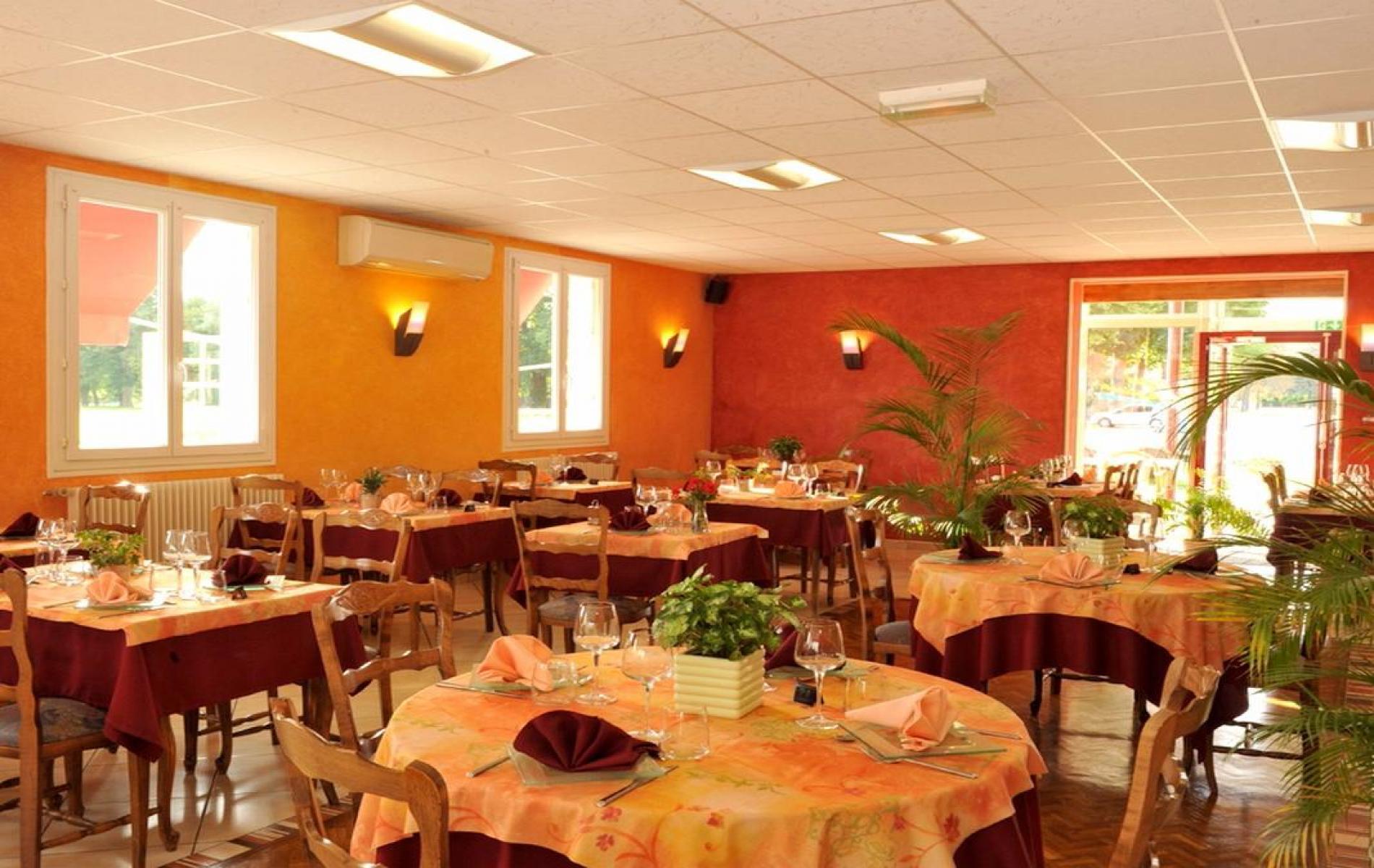 Restaurant Avec Terrasse Proche Argenton Sur Creuse Le