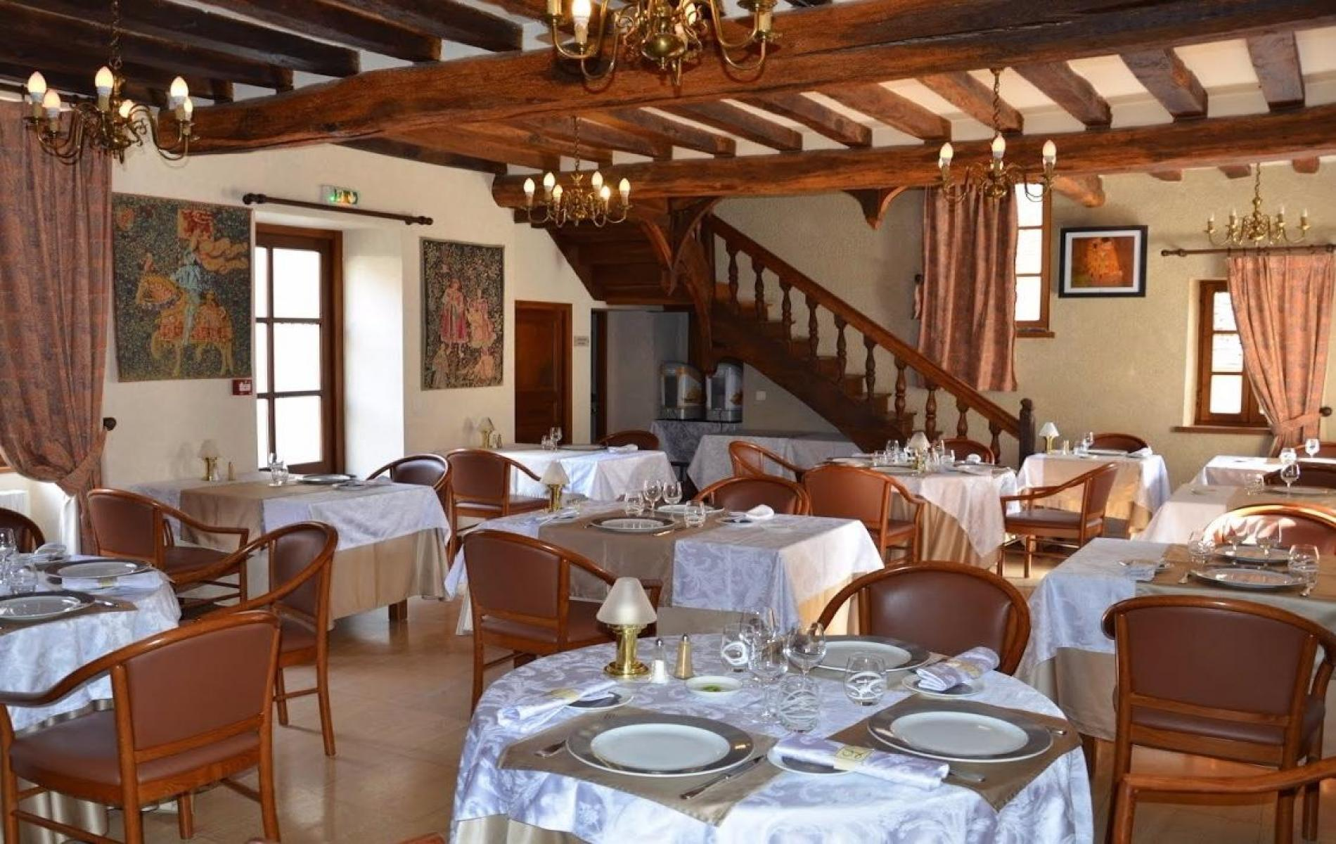 The ***hotel restaurant, Le Relais Saint-Vincent welcomes tourism groups and your reception  guests.