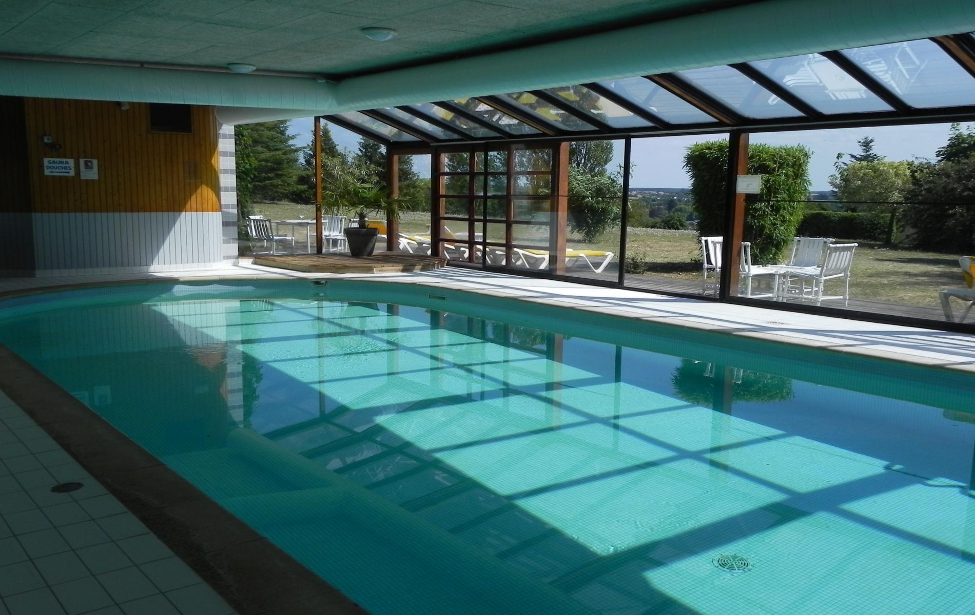 Chambres d 39 h tel loches au luccotel en touraine for Hotel avec piscine dans la chambre