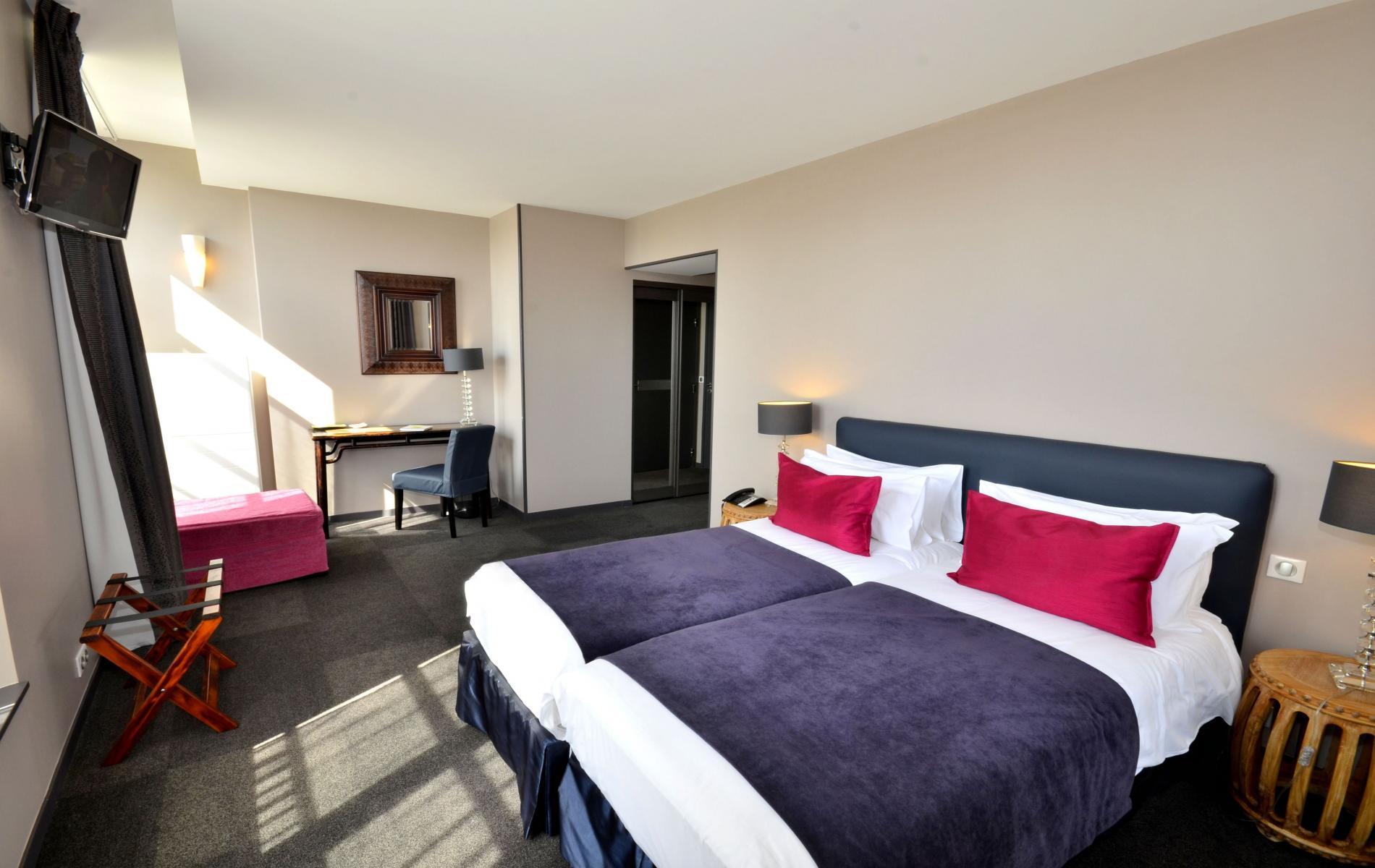 hotel roissy l 39 auberge du chateau bleu h tel de charme id alement situ pr s de l 39 a roport. Black Bedroom Furniture Sets. Home Design Ideas
