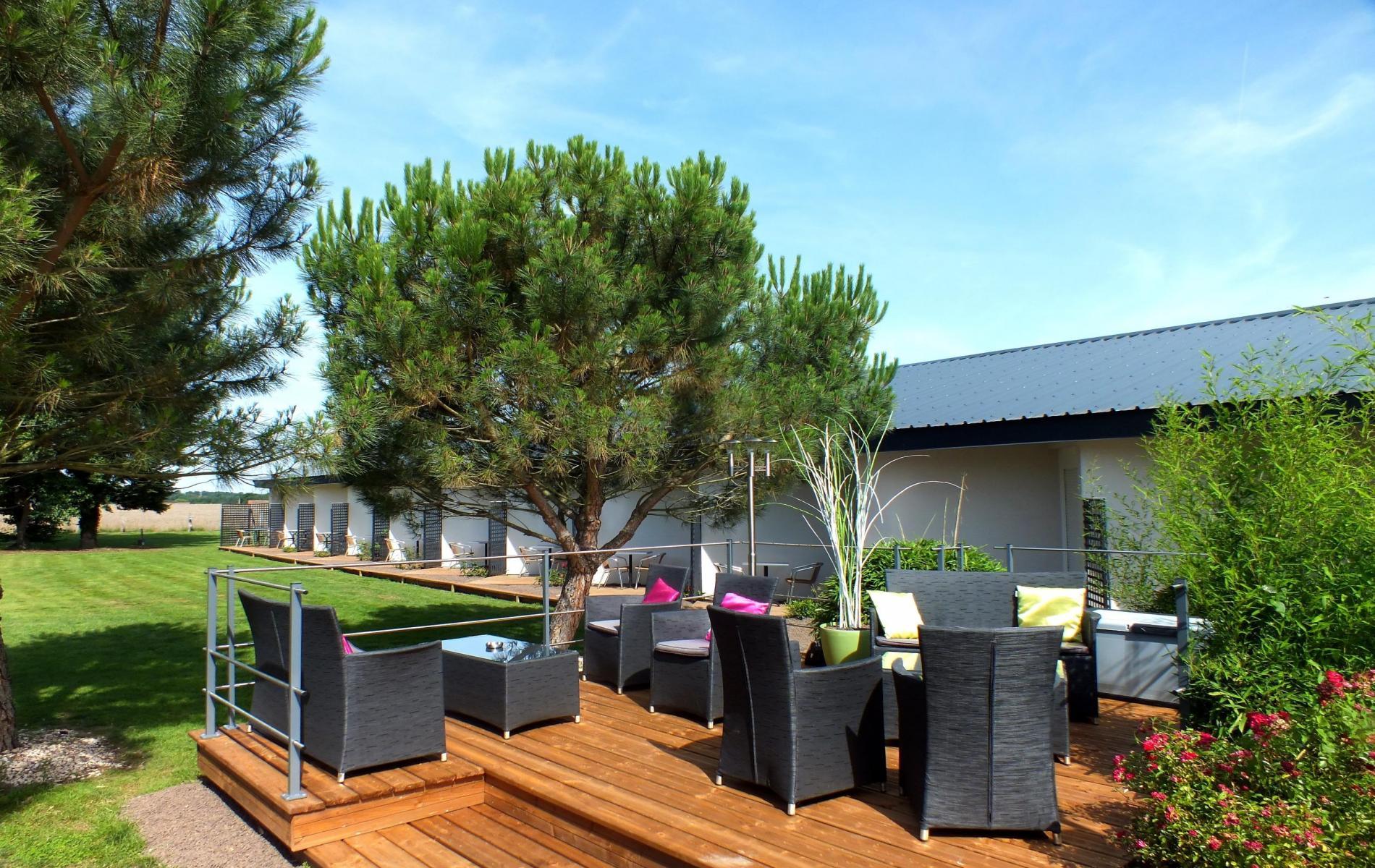 logis hotel proche montlu on en auvergne le jardin d lice
