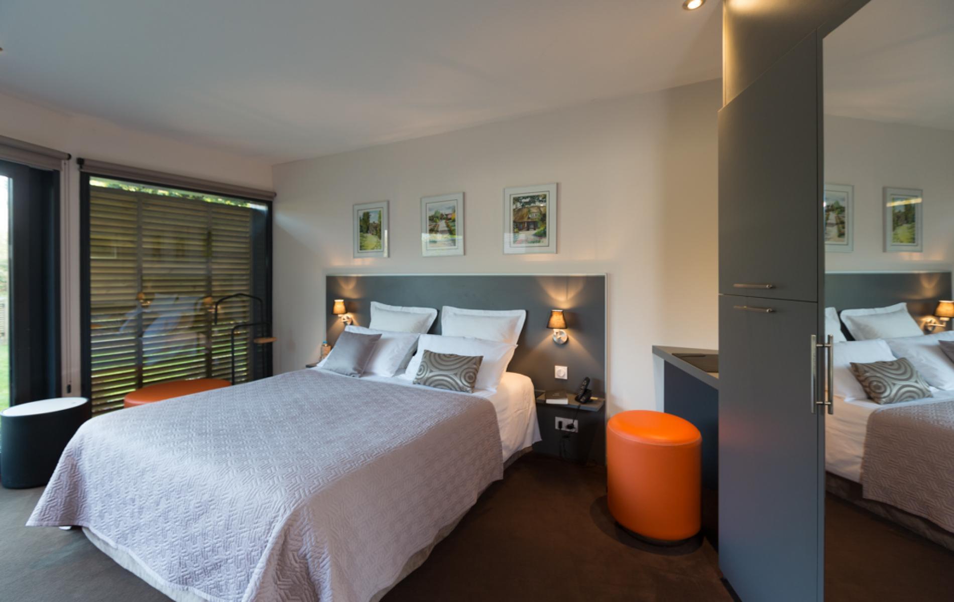 les chambres et duplex de l 39 h tel pont audemer pr s d 39 honfleur en normandie. Black Bedroom Furniture Sets. Home Design Ideas