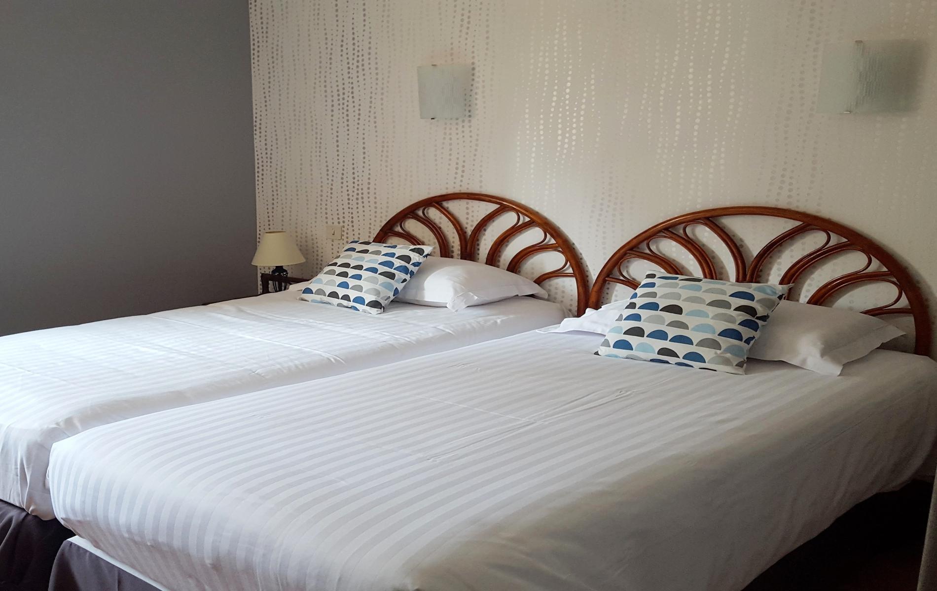chambre à deux lits séparés