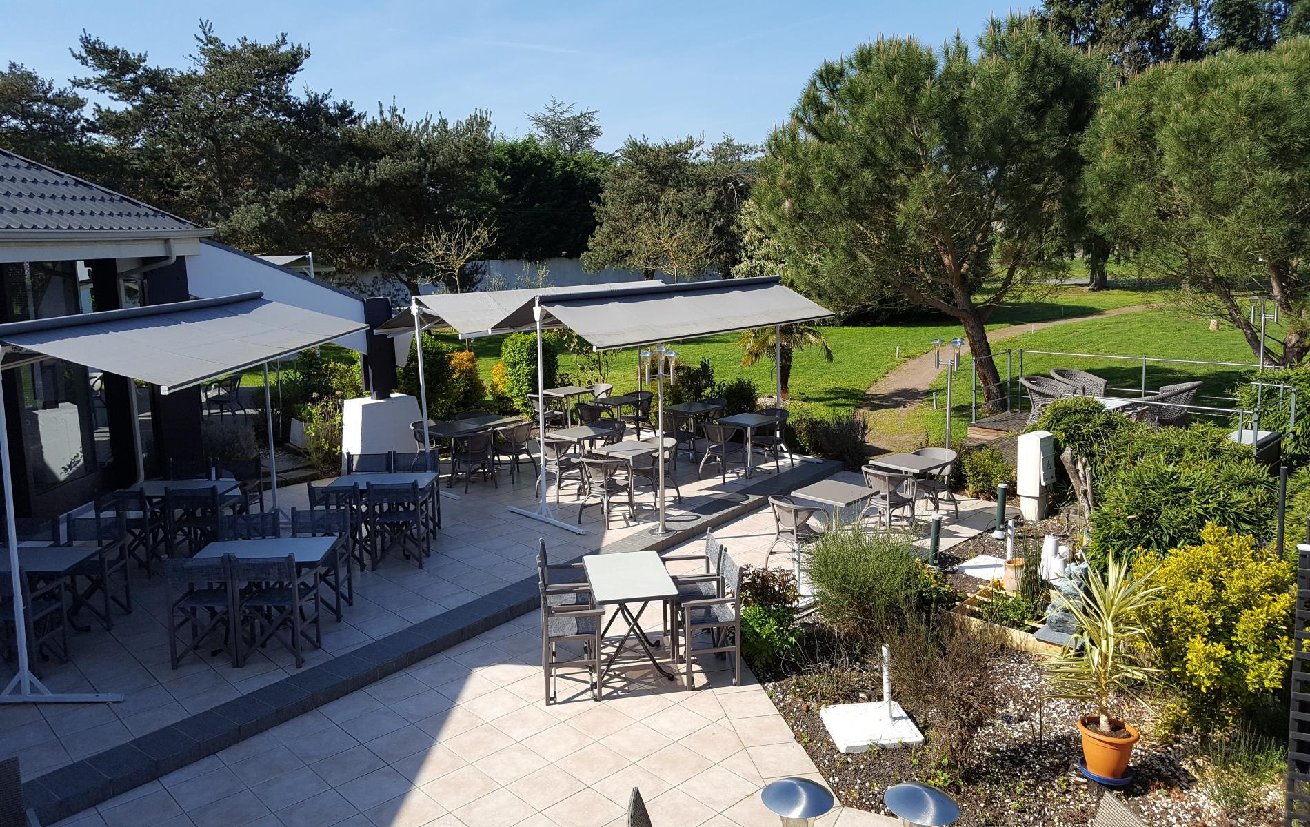 ∞ Logis Hotel proche Montlu§on en Auvergne Le Jardin Délice