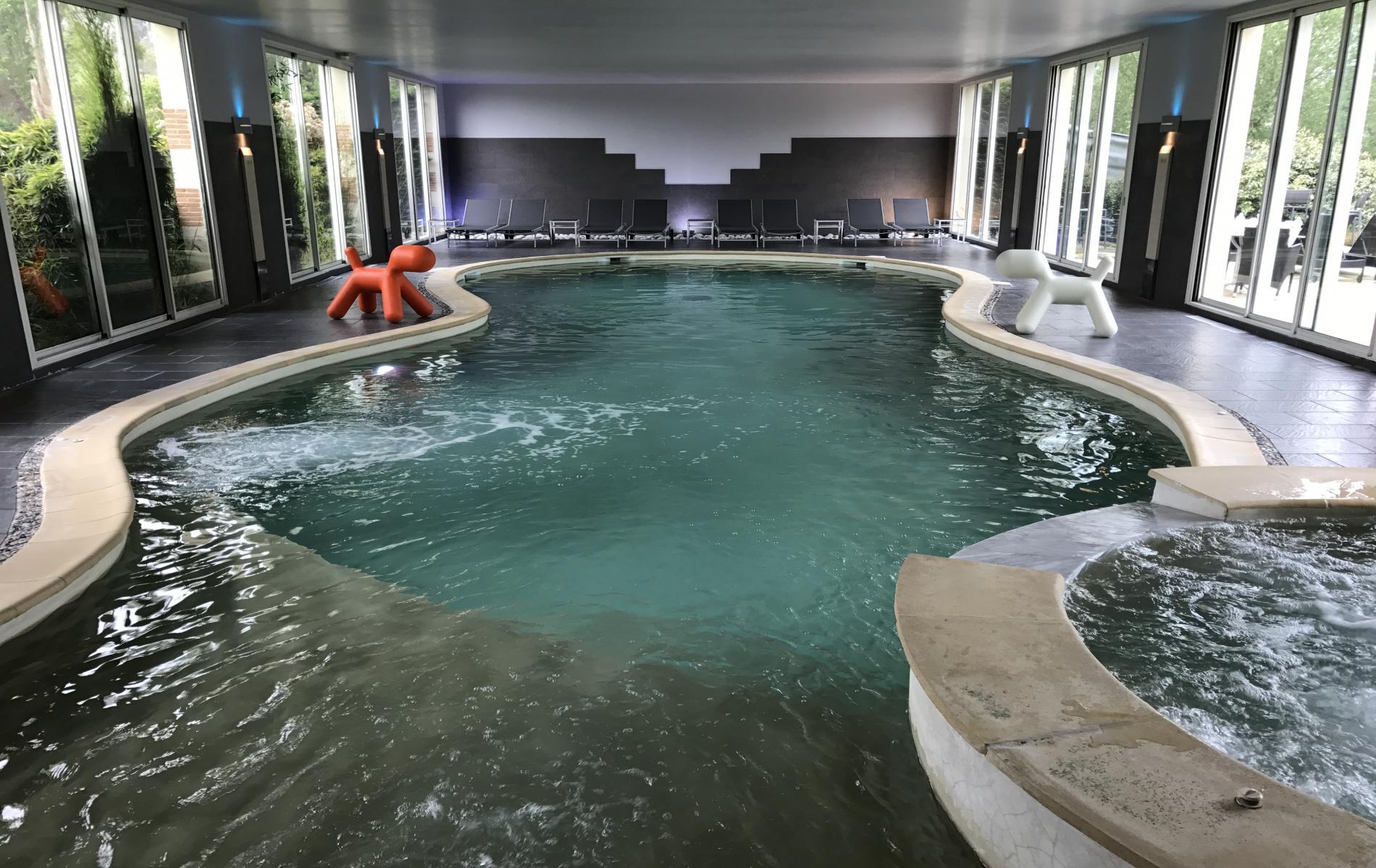 Spa hotel en normandie spa entre deauville et honfleur for Piscine spa deauville