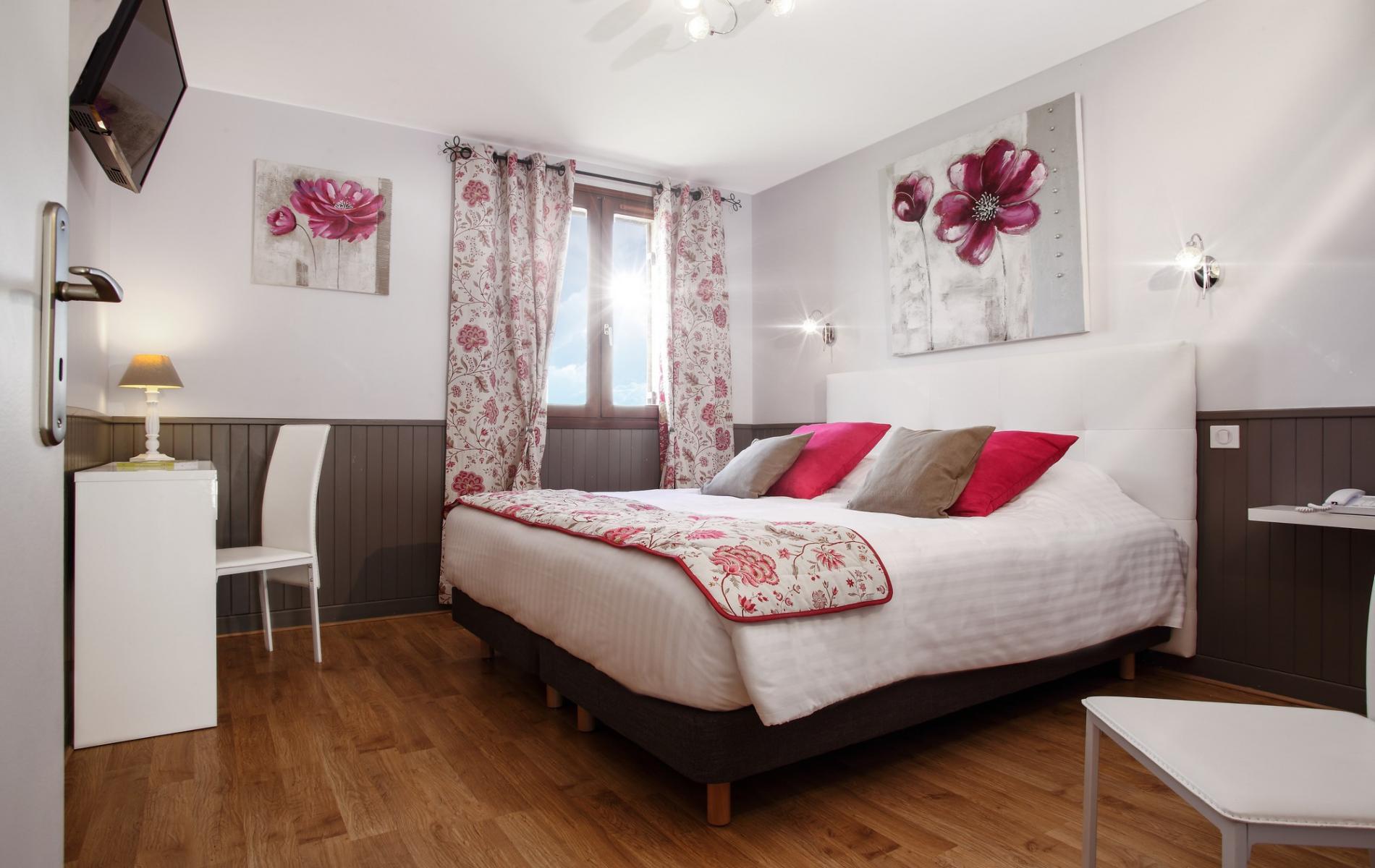Chambres hotel de charme sarlat le domaine de la rhonie for Chambre de charme dordogne
