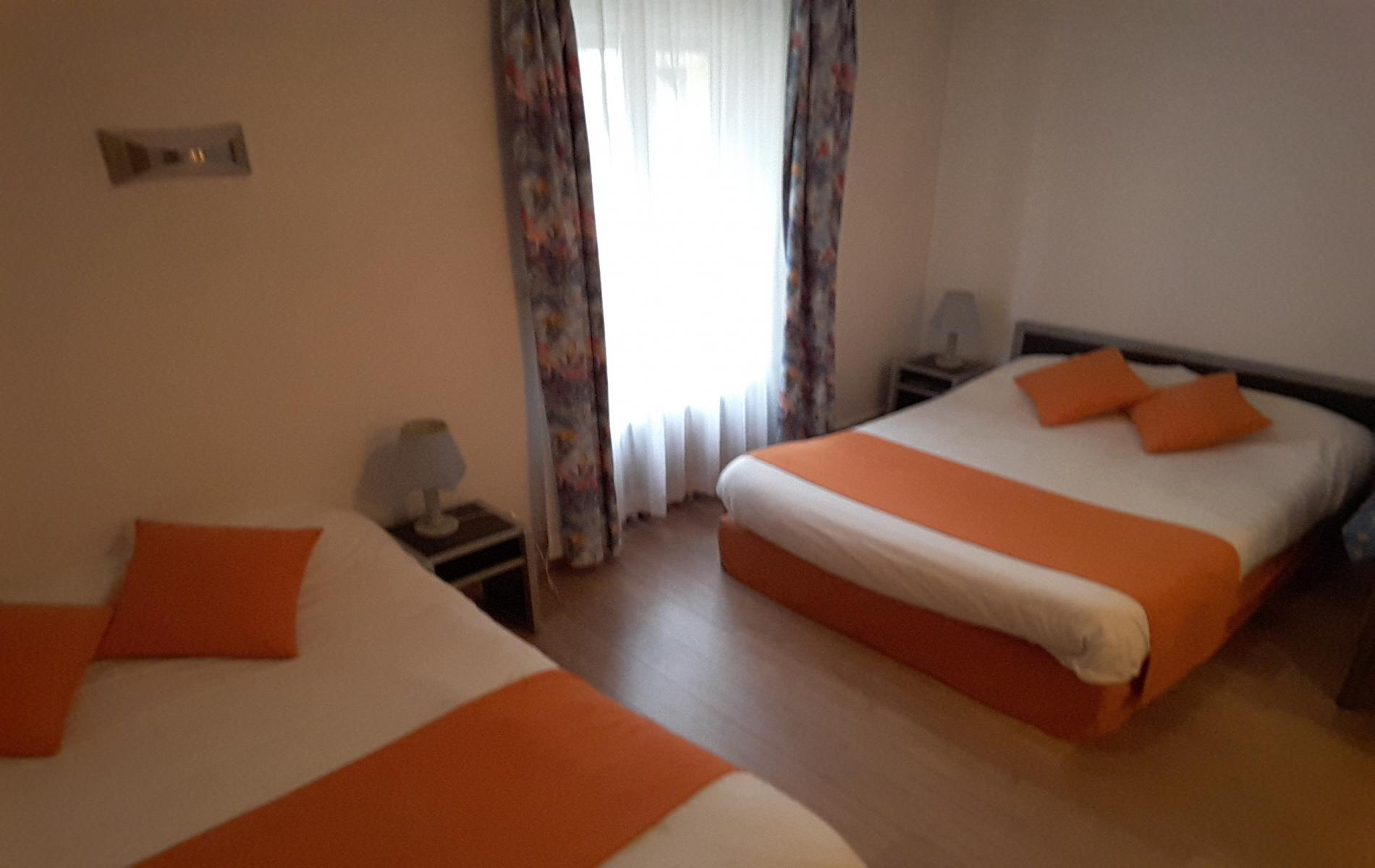 Hotel entre le mans et alen on chambres twin double familiales for Chambre twin