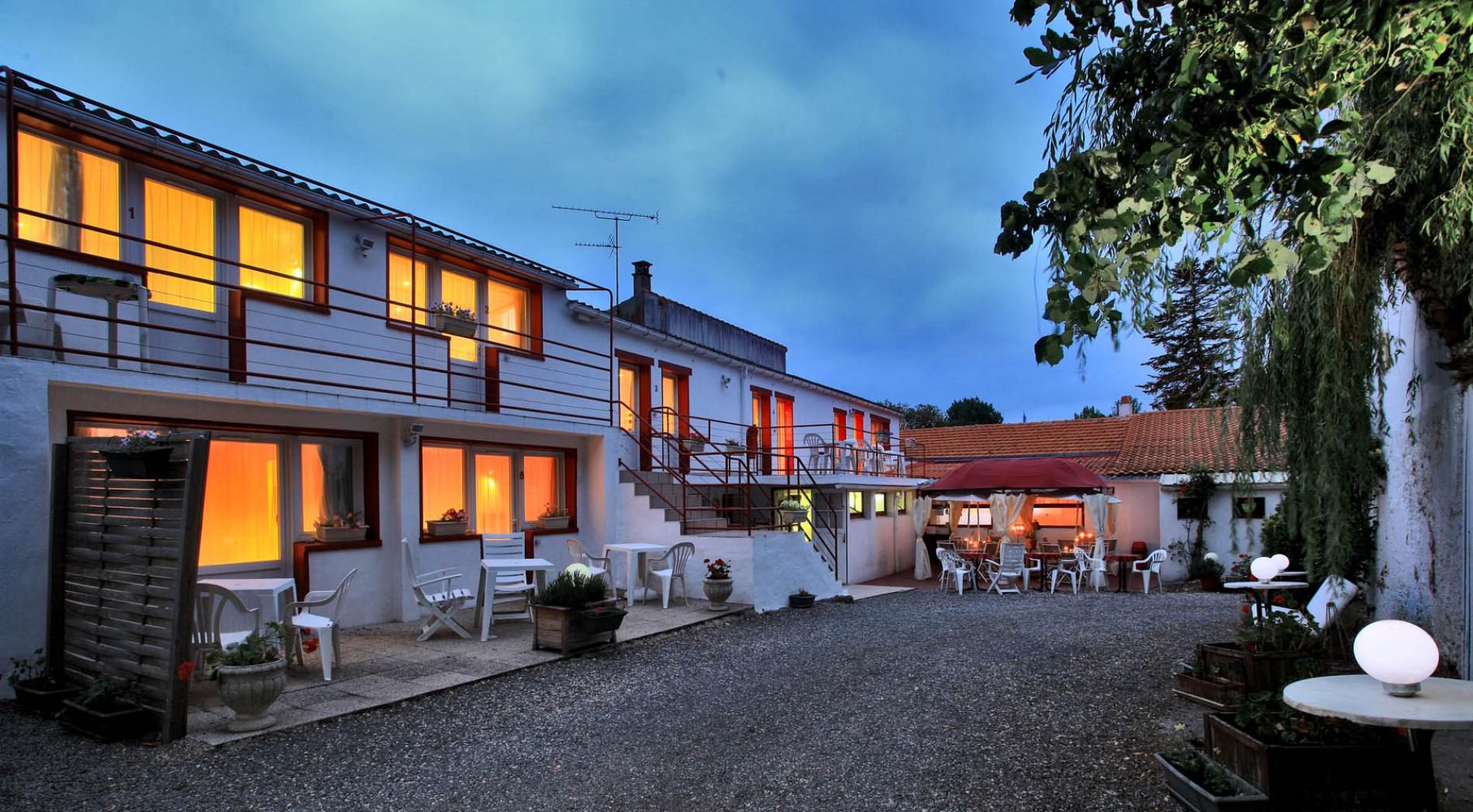 ∞Logis hotel Auberge Le Marais between Challans and Beauvoir sur Mer