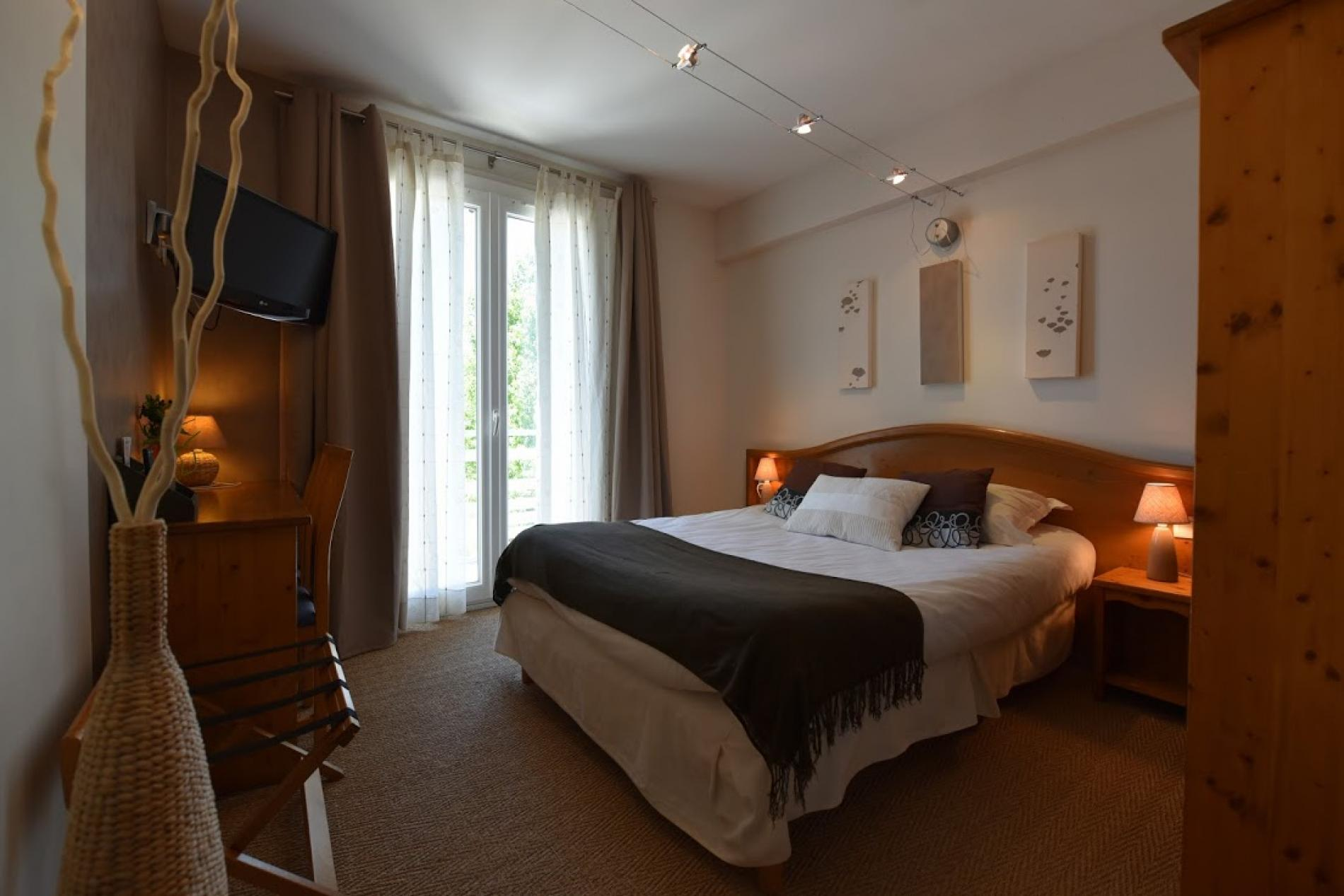 ∞ hotel le castel fleuri - hotel restaurant with pool in the vercors