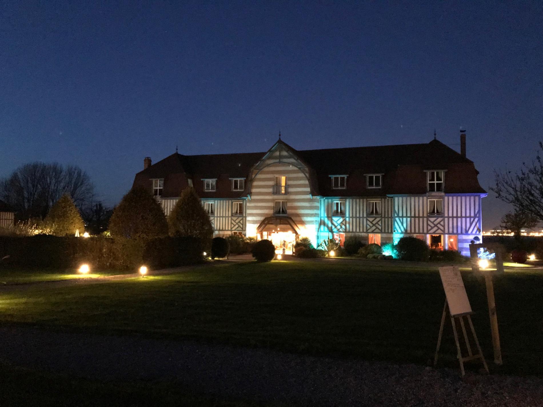 Le Manoir de la Poterie éclairée à Deauville