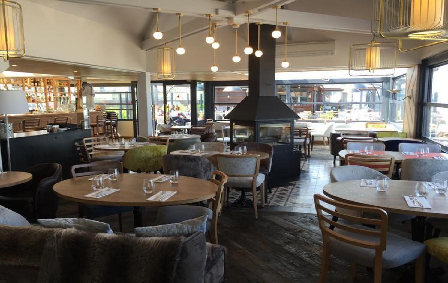 Restaurant Place De L Eglise Cabourg