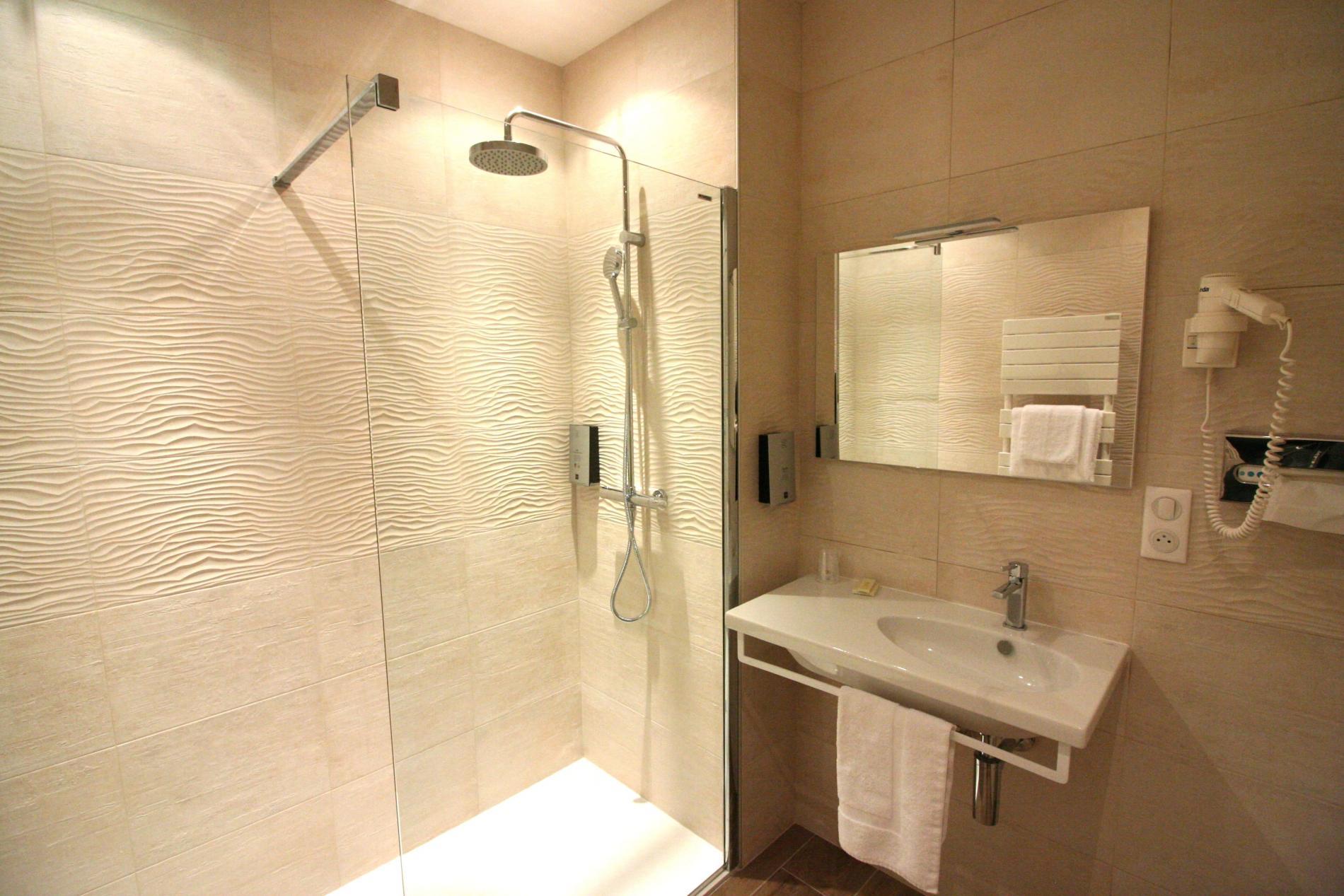Salles De Bains Bruxelles ~ chambre de l hotel mortagne au perche orne proche alen on