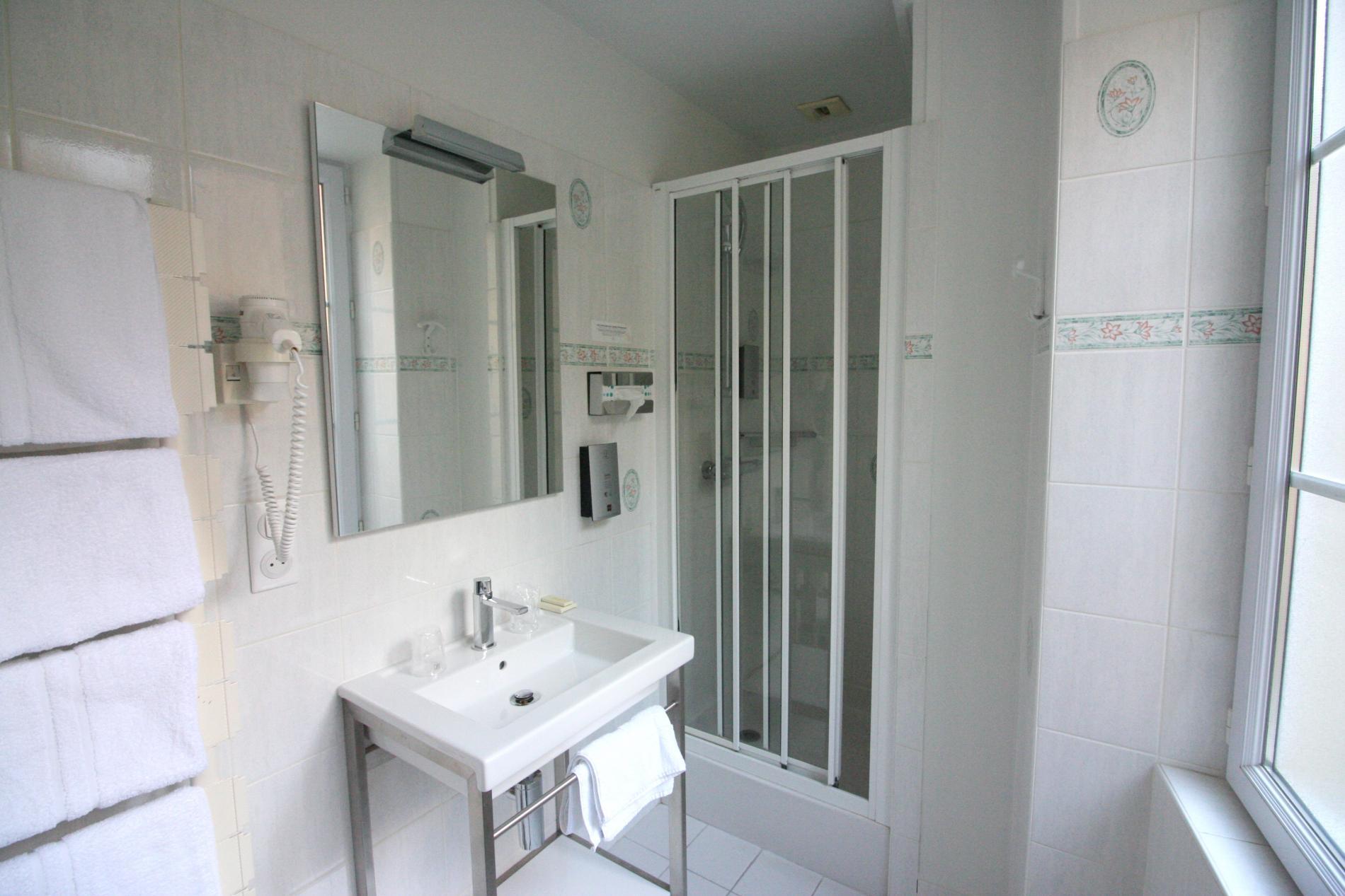 Salle de bain chambre confort