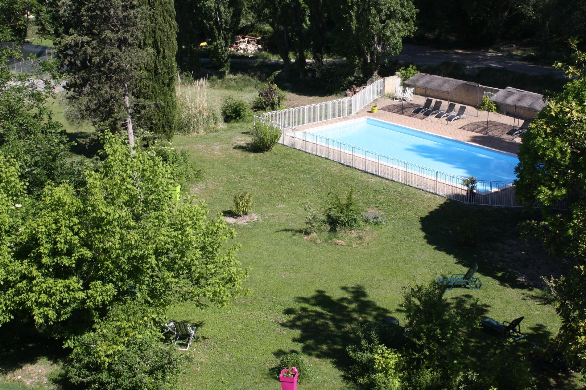 Vue sur le parc d'une Chambre Provençale Confort