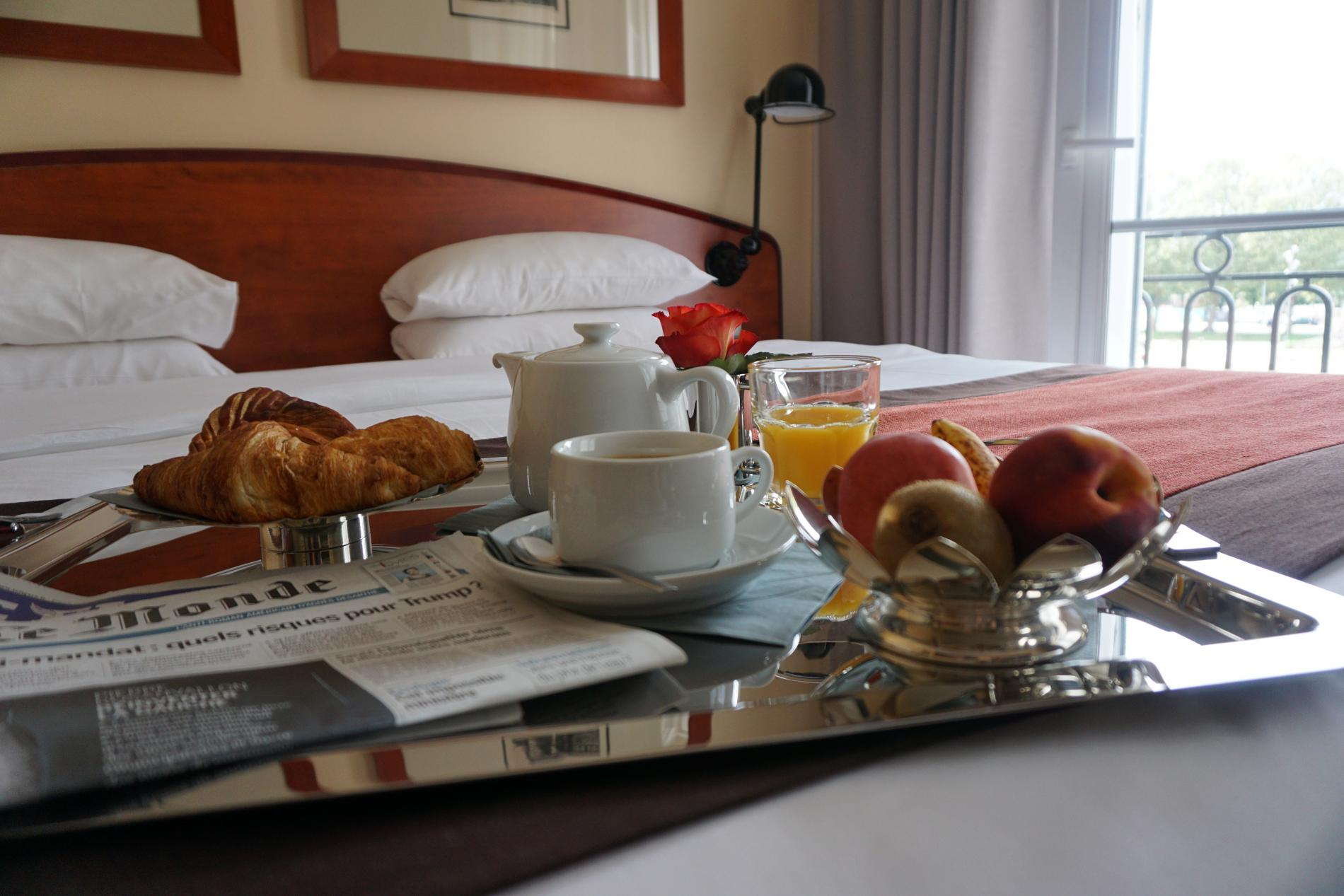 Breakfast on a tray : enjoy our room service !