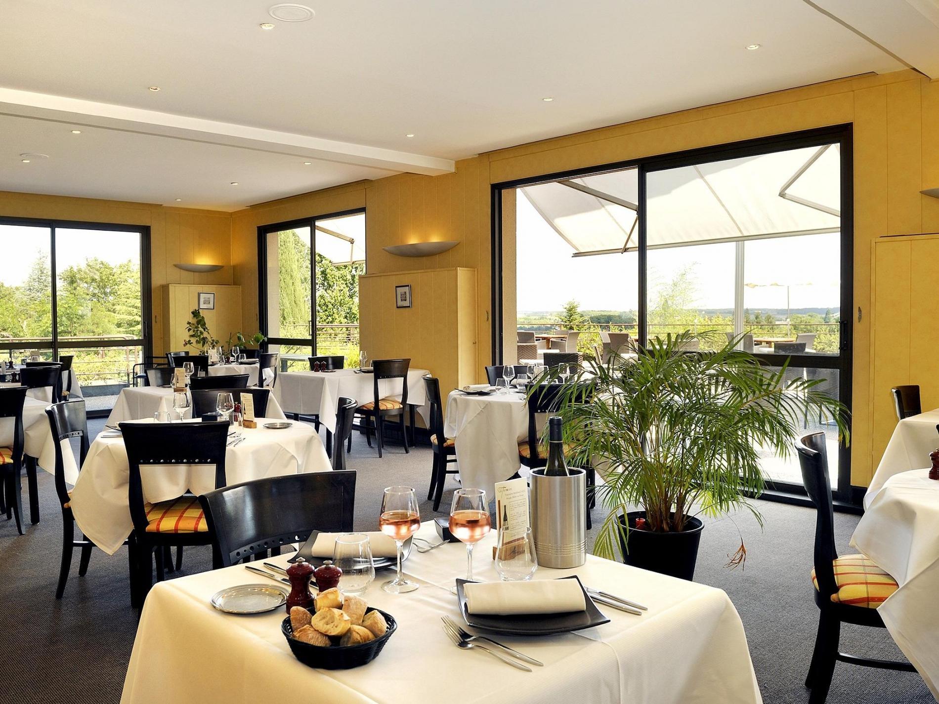 2 salles de restaurant