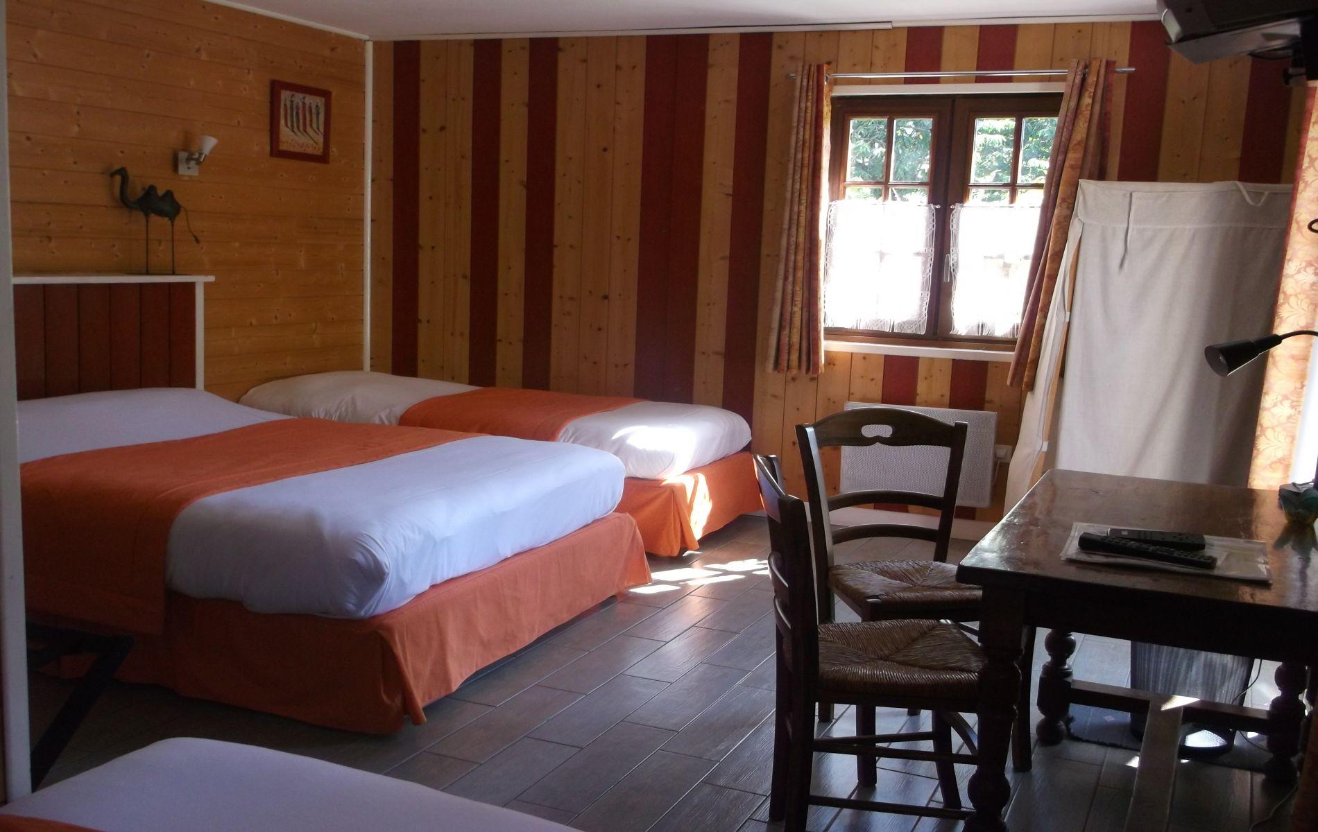 chambre familiale de l'hotel saint martin pont l'eveque