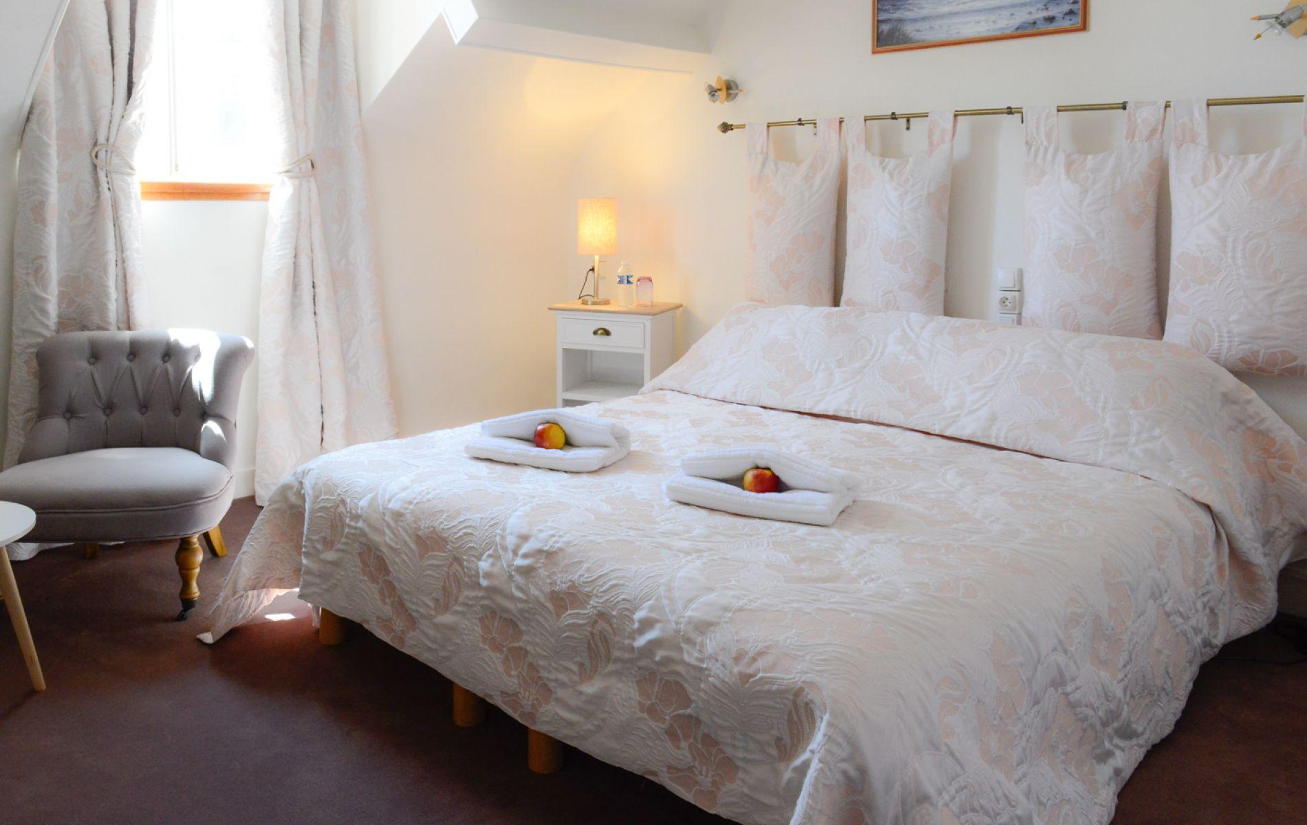 Chambre 201 pour 2 pers avec un grand lit