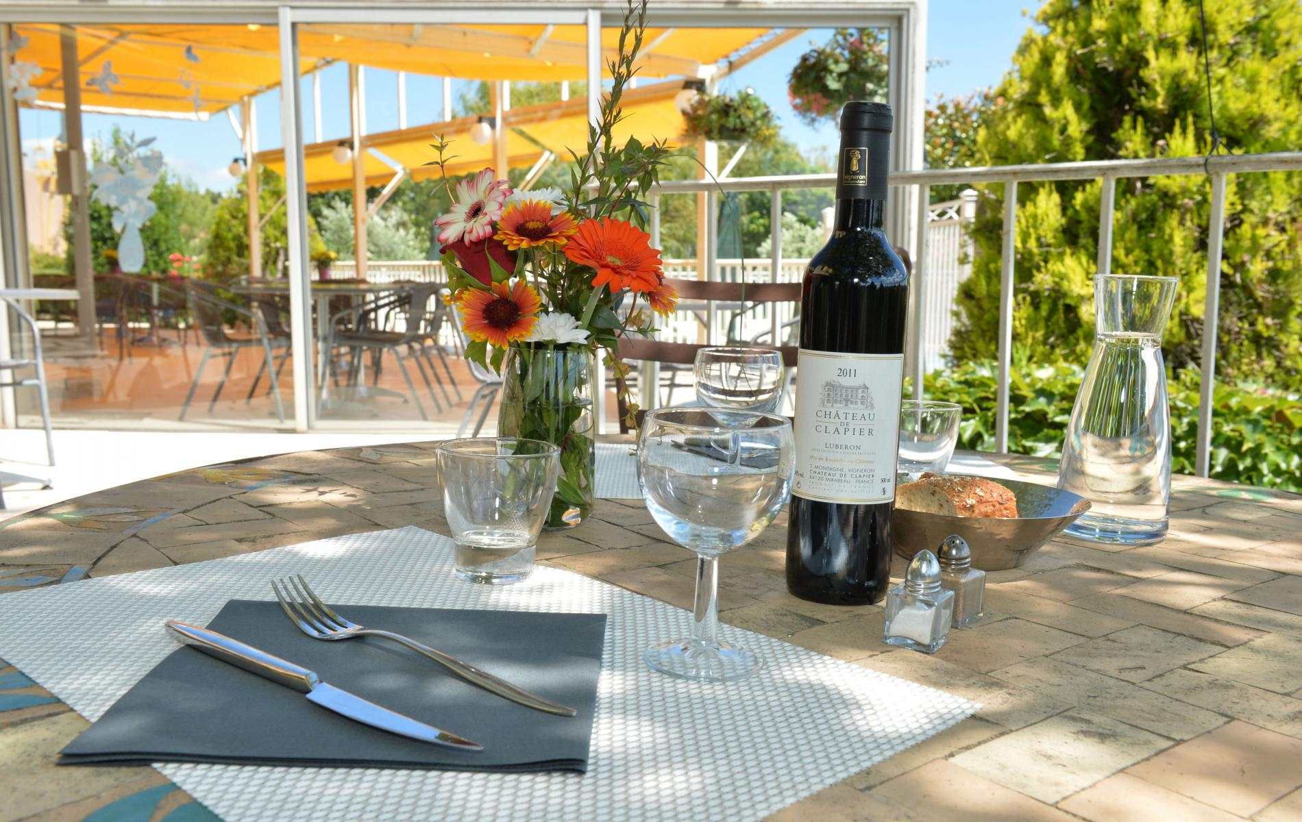 Family restaurant with terrace, near Lourmarin and Cucuron