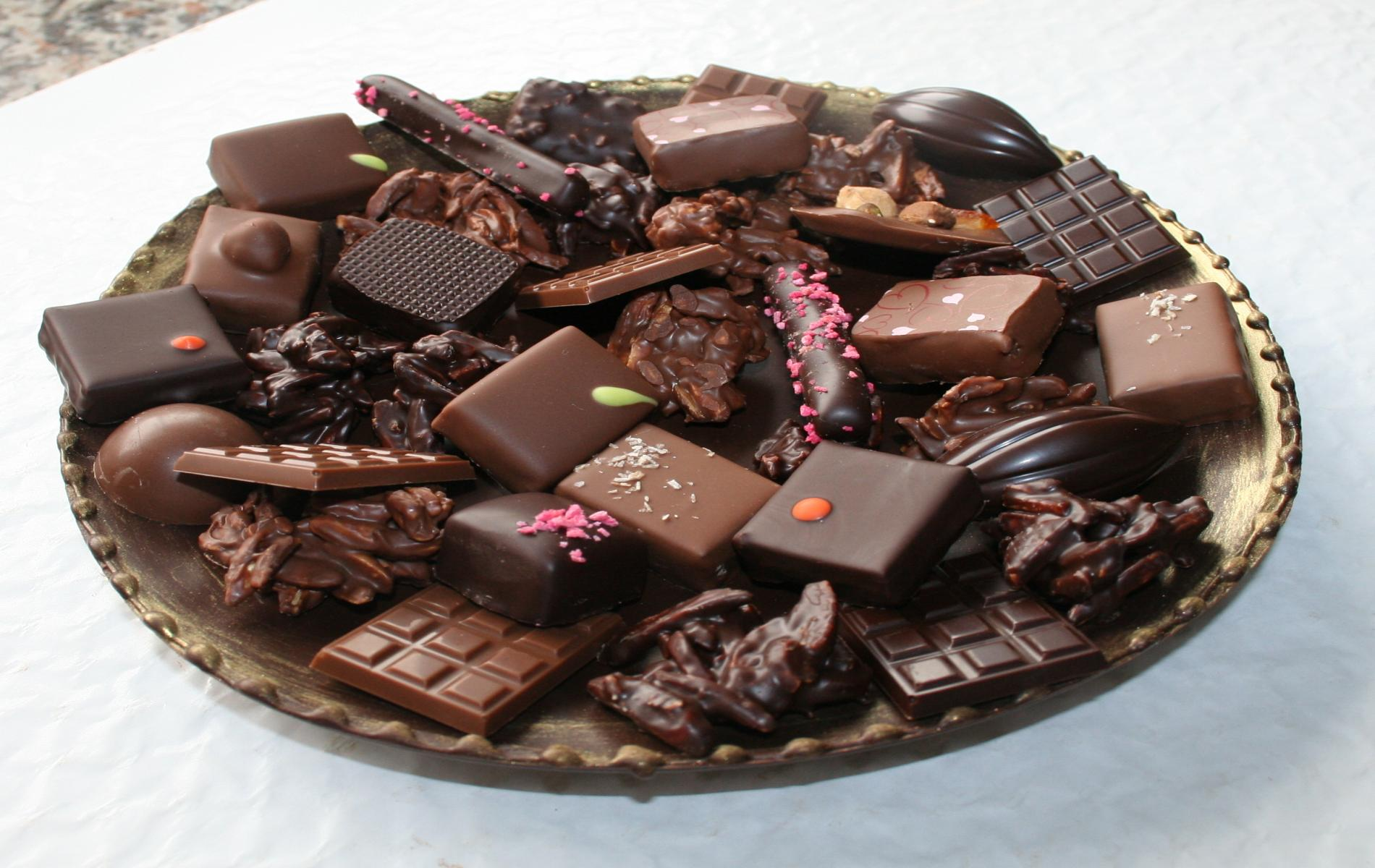 Etonnez vos convives en leur proposant une assiette tout en chocolat et ses délicieux bonbons de chocolat. Un régal pour la vue et pour le ventre !