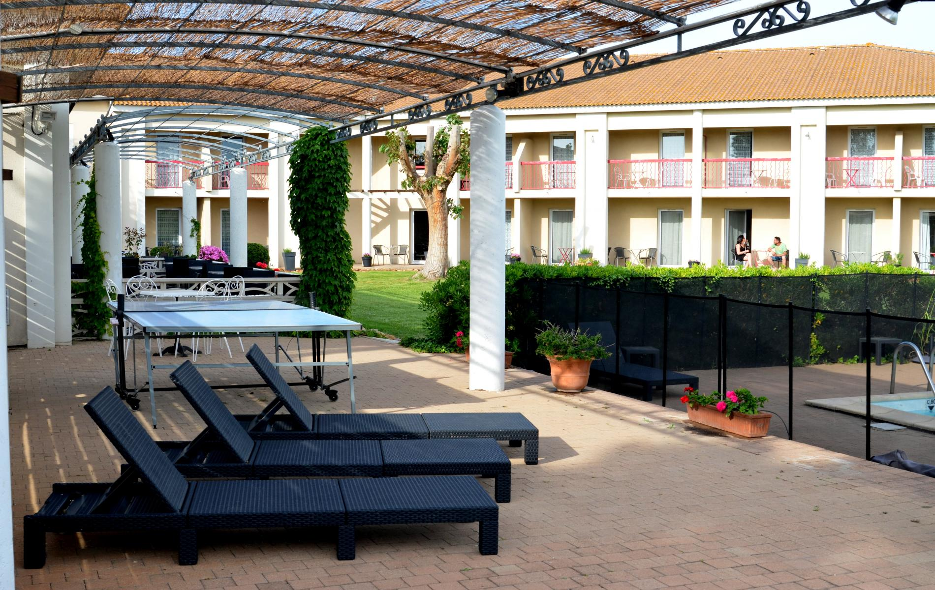 ∞ Hotel with swimming pool in Arles Le Mas des ponts d Arles