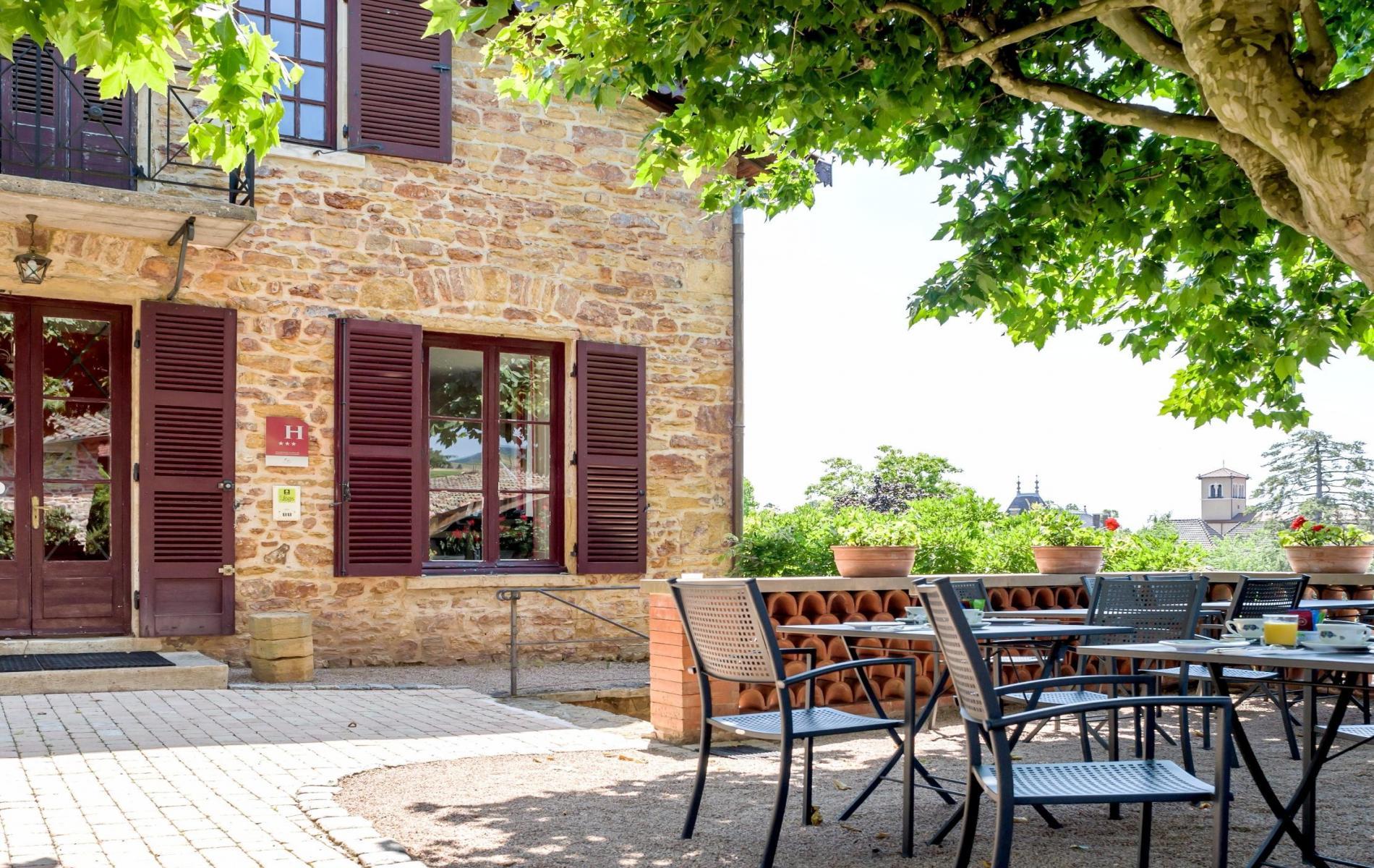 Logis Hôtel proche de Villefranche sur Saône à Blacé en Beaujolais
