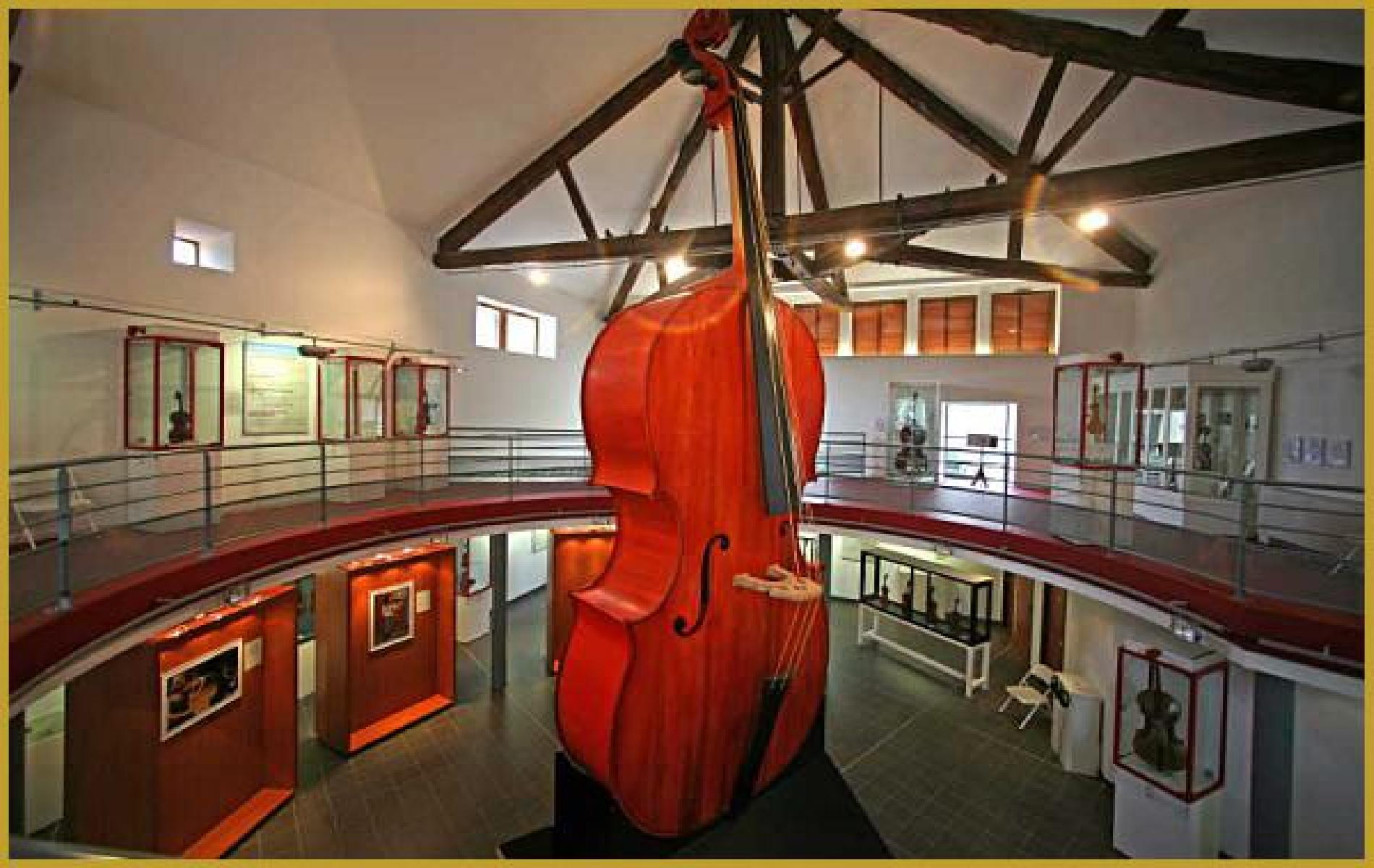 Stringed instrument museum MIRECOURT