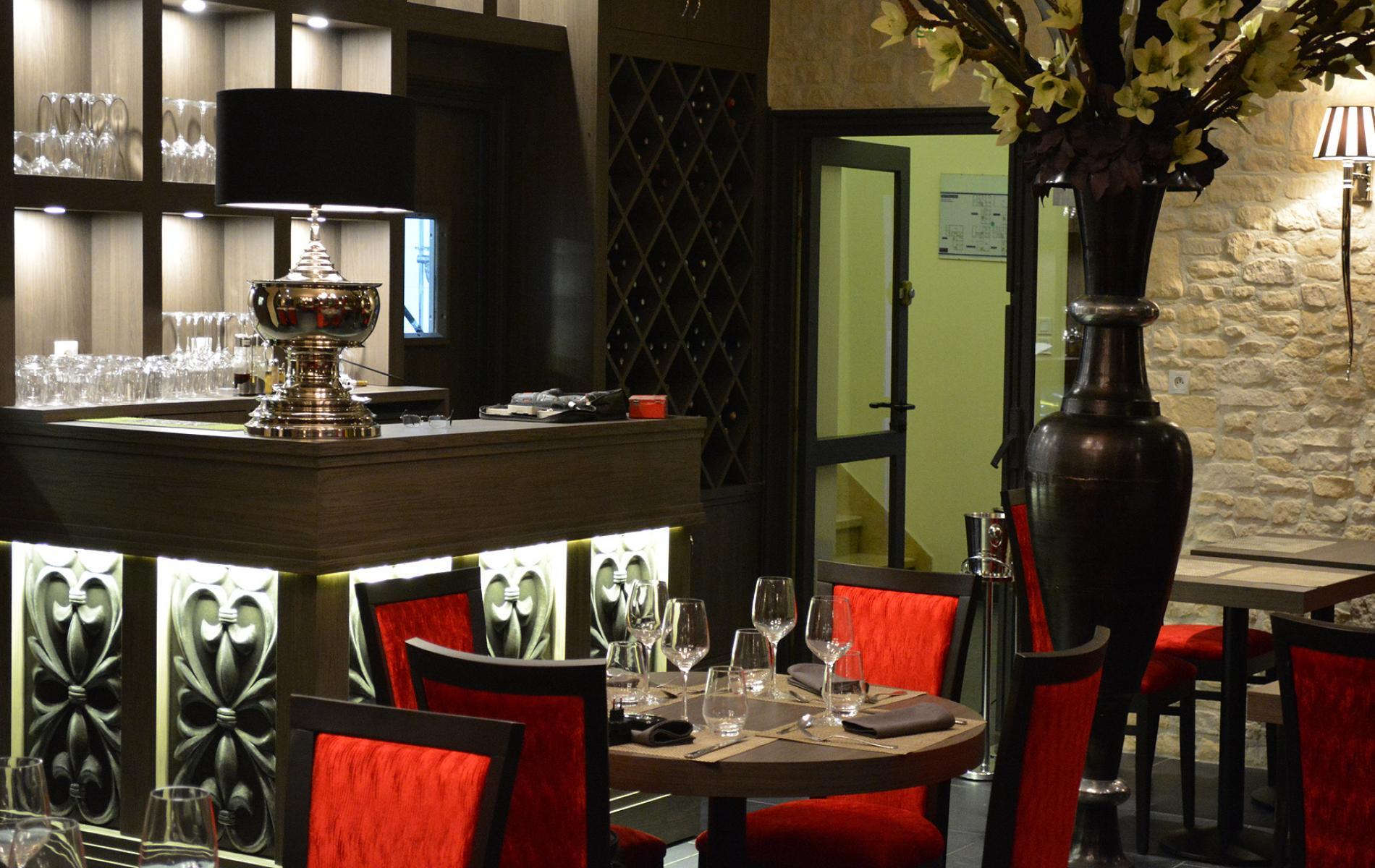 Comptoir / desserte pour la salle de restaurant de l'Hôtel De La Place à Aunay Sur Odon