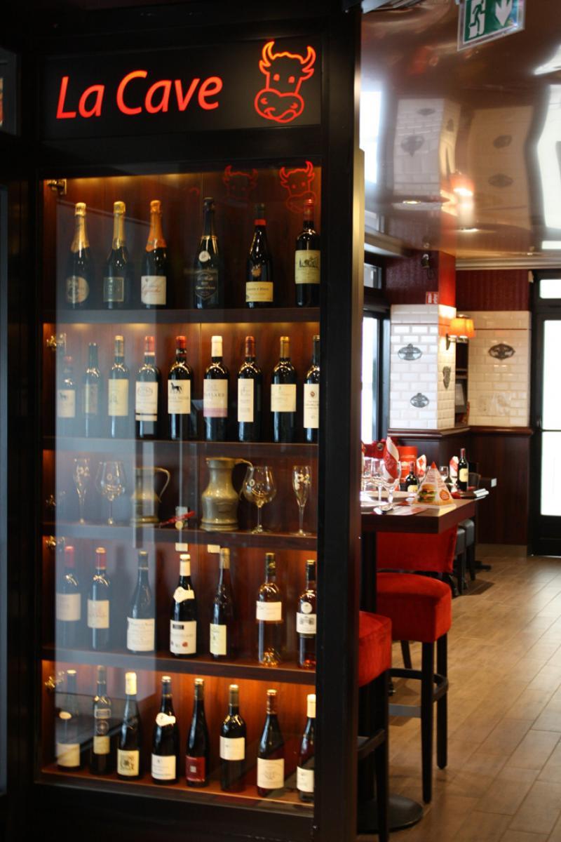 Vitrine d'expo bouteilles de vins - La Boucherie à Caen