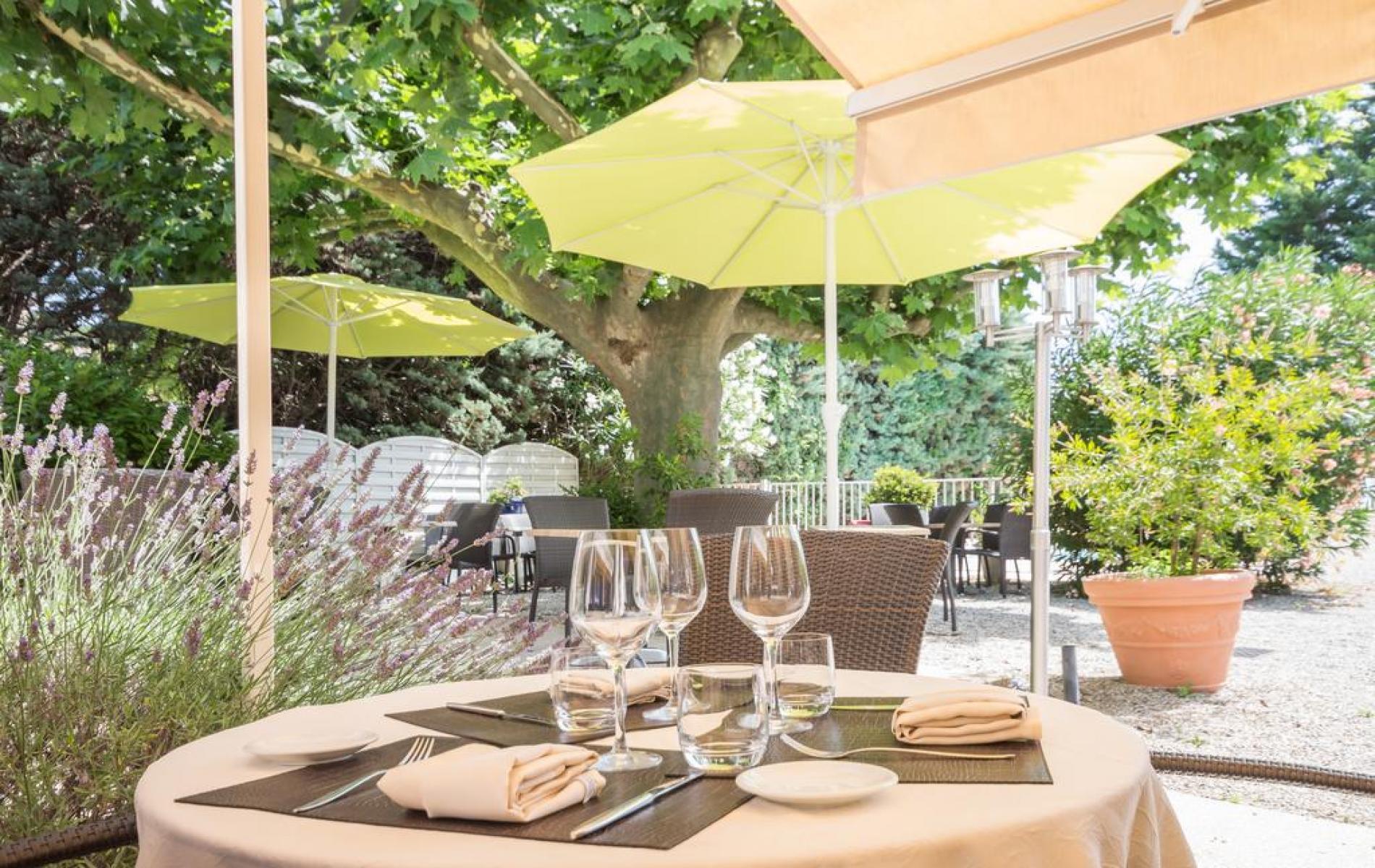 logis h tel avec piscine restaurant le printemps au centre de mont limar. Black Bedroom Furniture Sets. Home Design Ideas