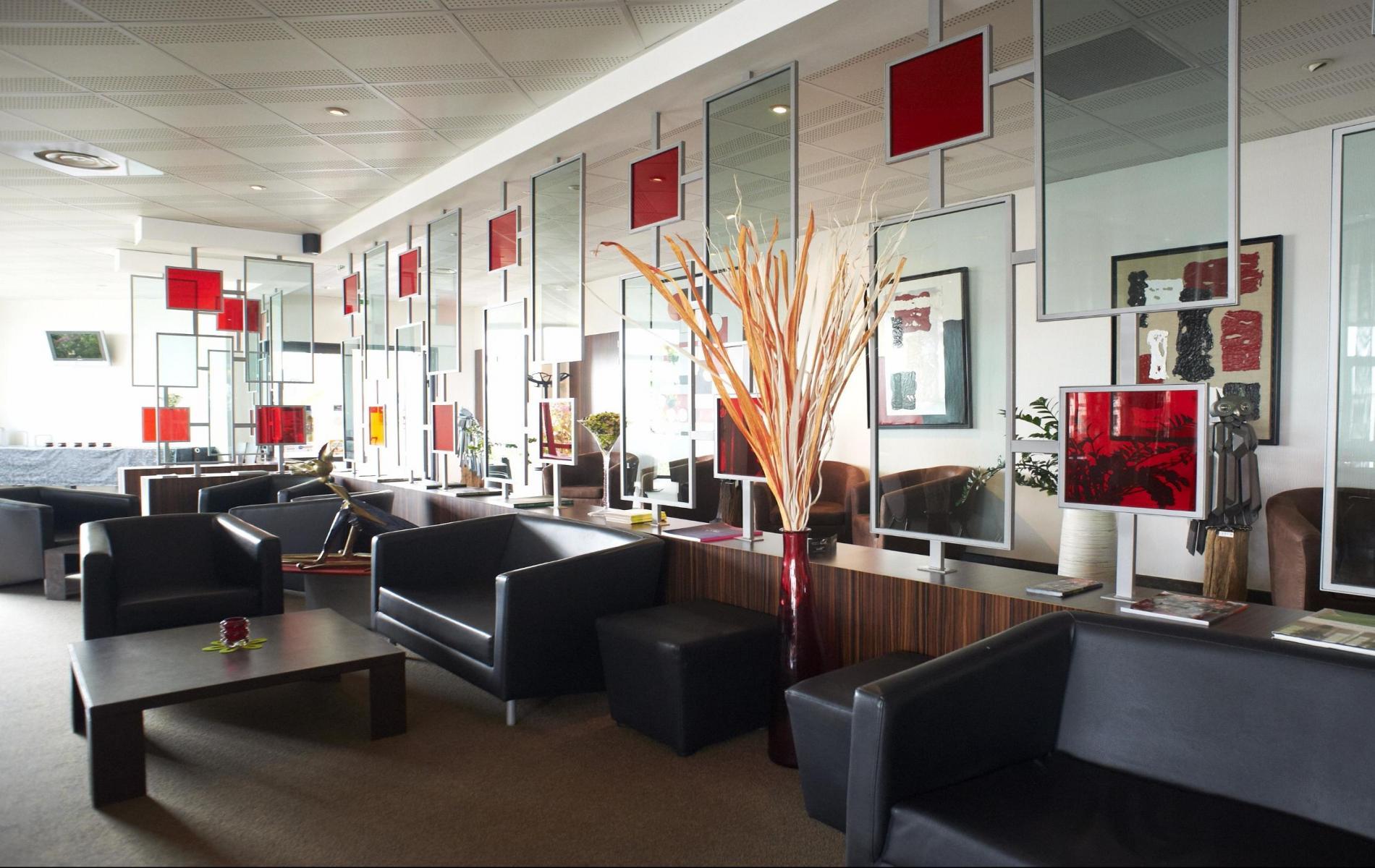 Bar lounge les bateliers ambiance d tendue au c ur de for Hotel design loire