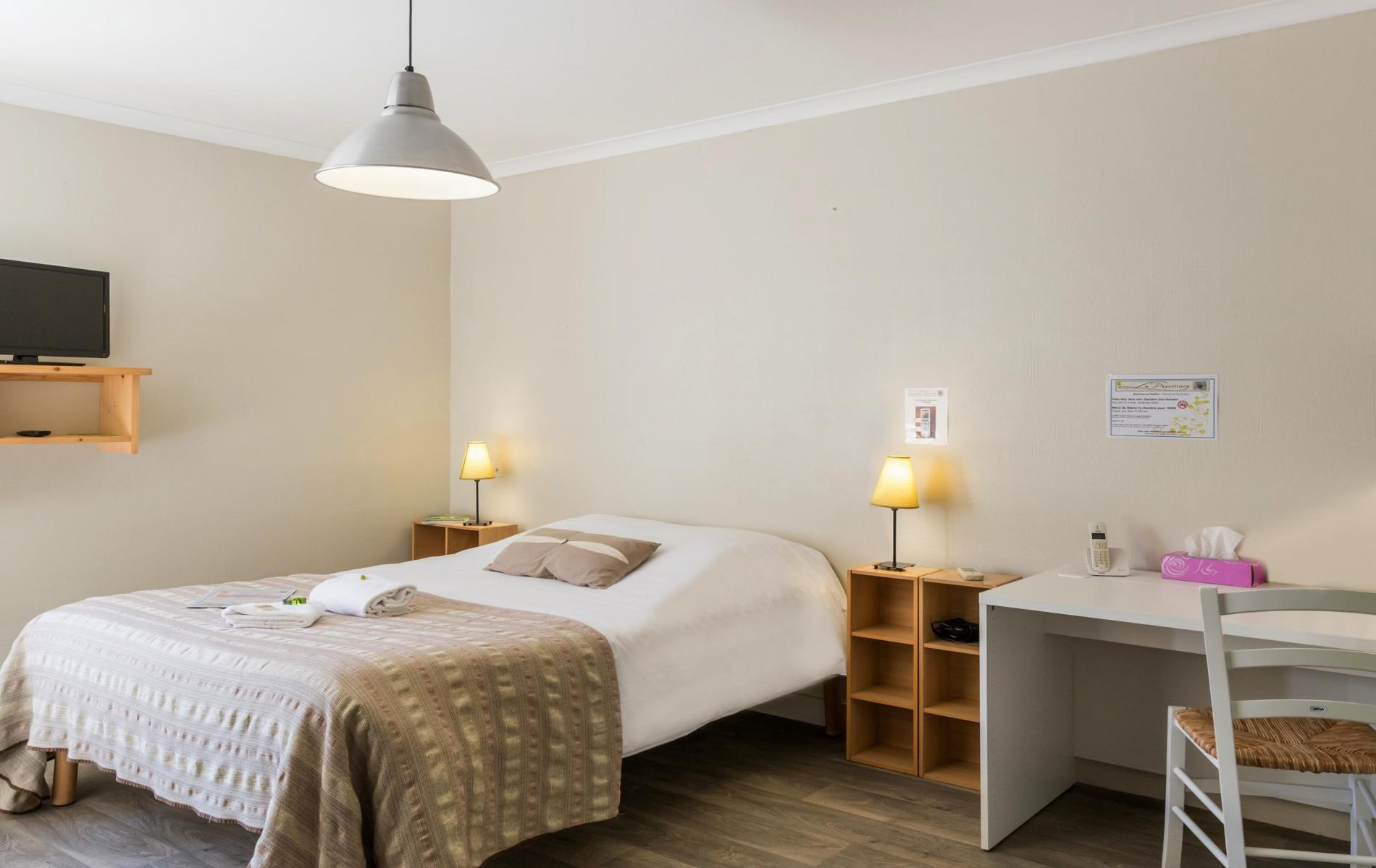 Rates and offers hotel cognac le passiflore single room for Hotel cognac