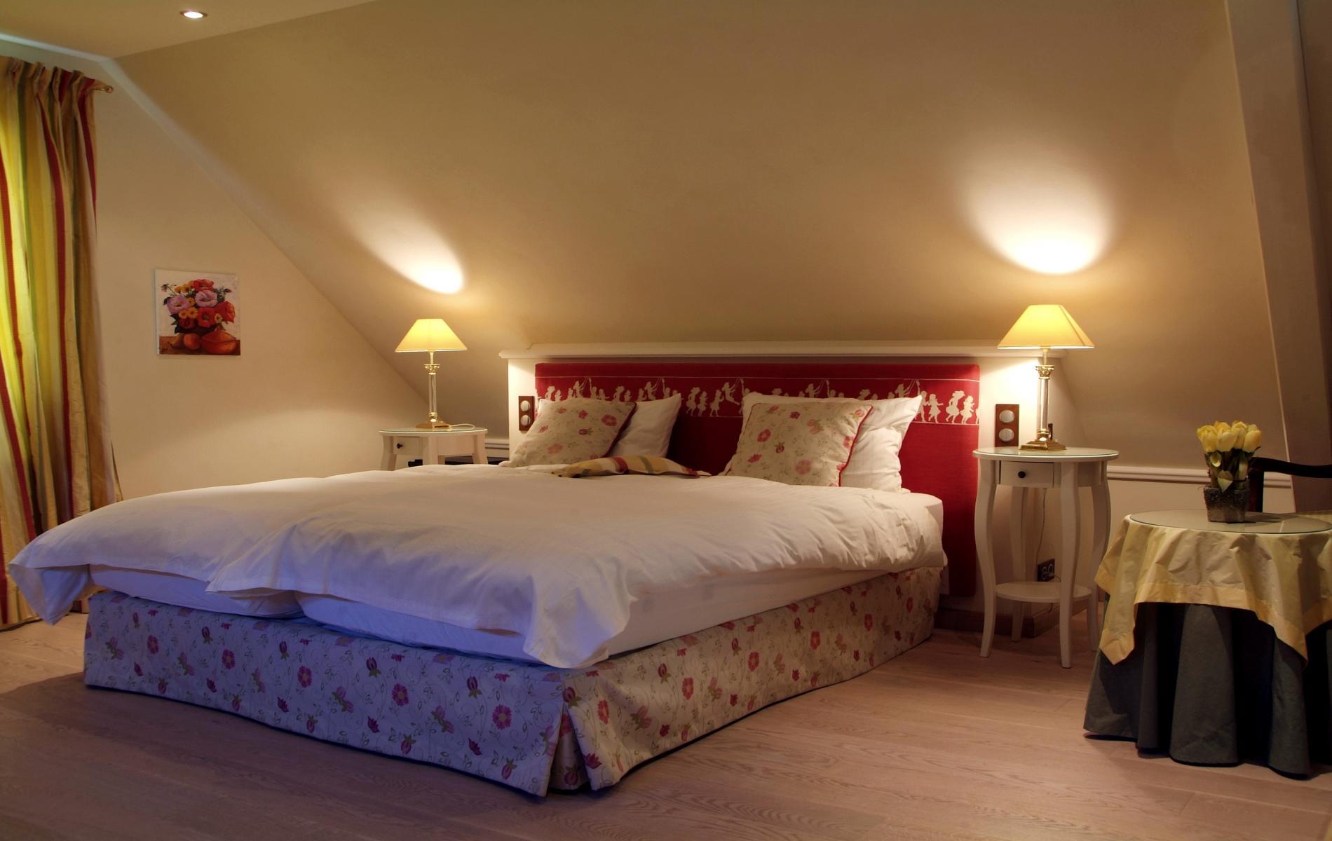 Chambre spacieuse dans la villa