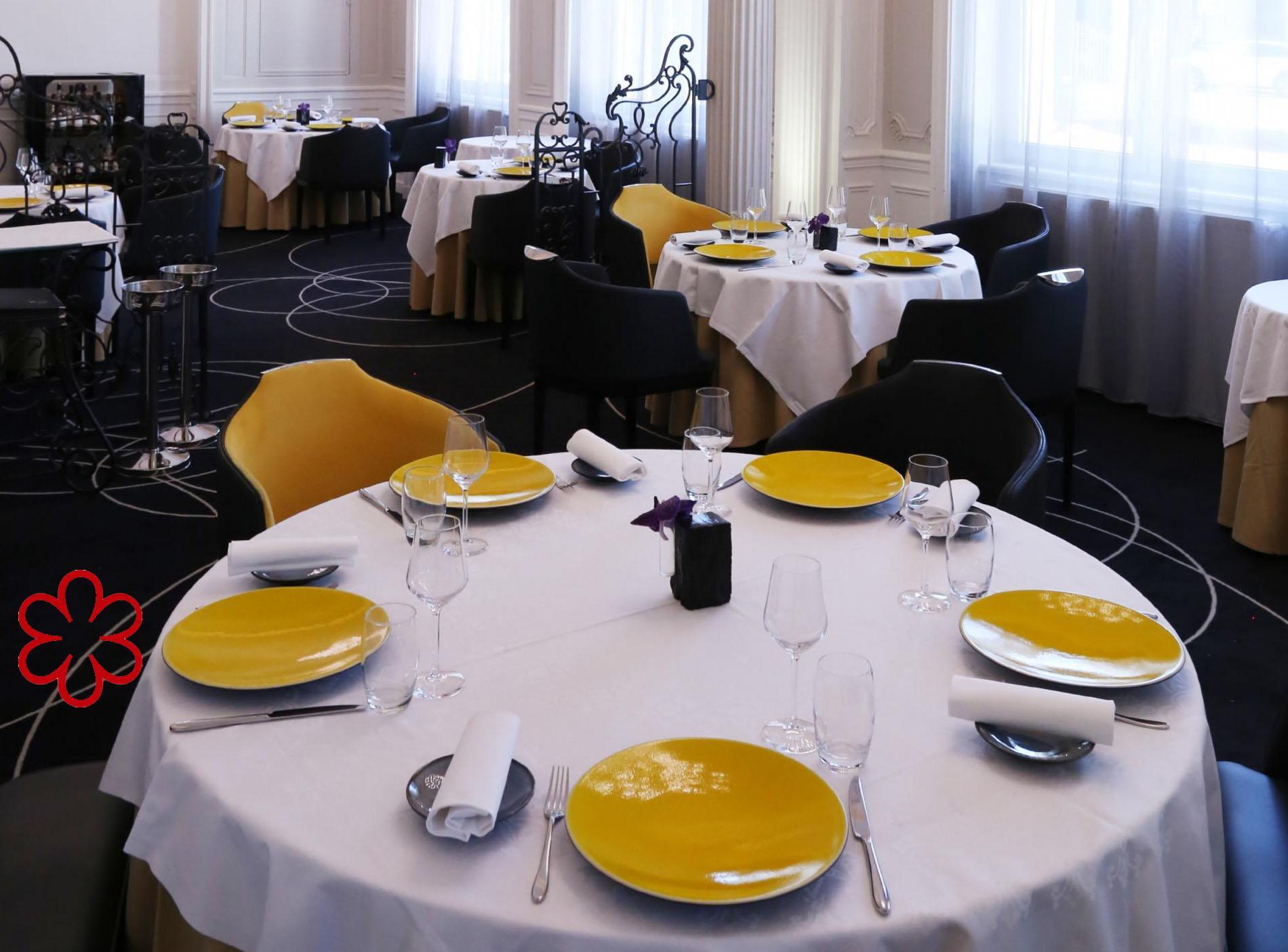 restaurant gastronomique entre saint etienne et lyon. Black Bedroom Furniture Sets. Home Design Ideas