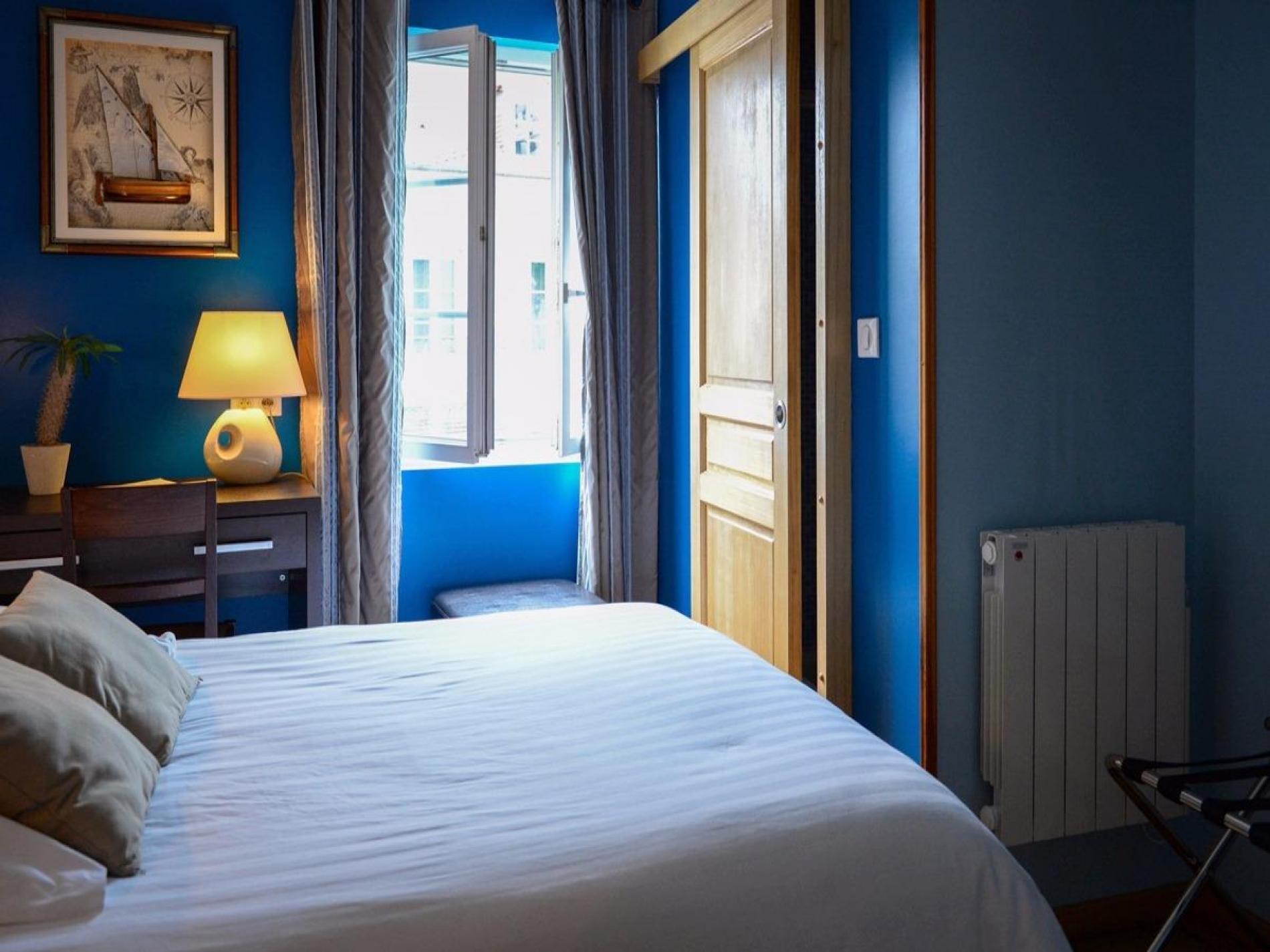 h tel de charme 2 toiles 30 kms d 39 evreux hostellerie du lion d 39 or. Black Bedroom Furniture Sets. Home Design Ideas