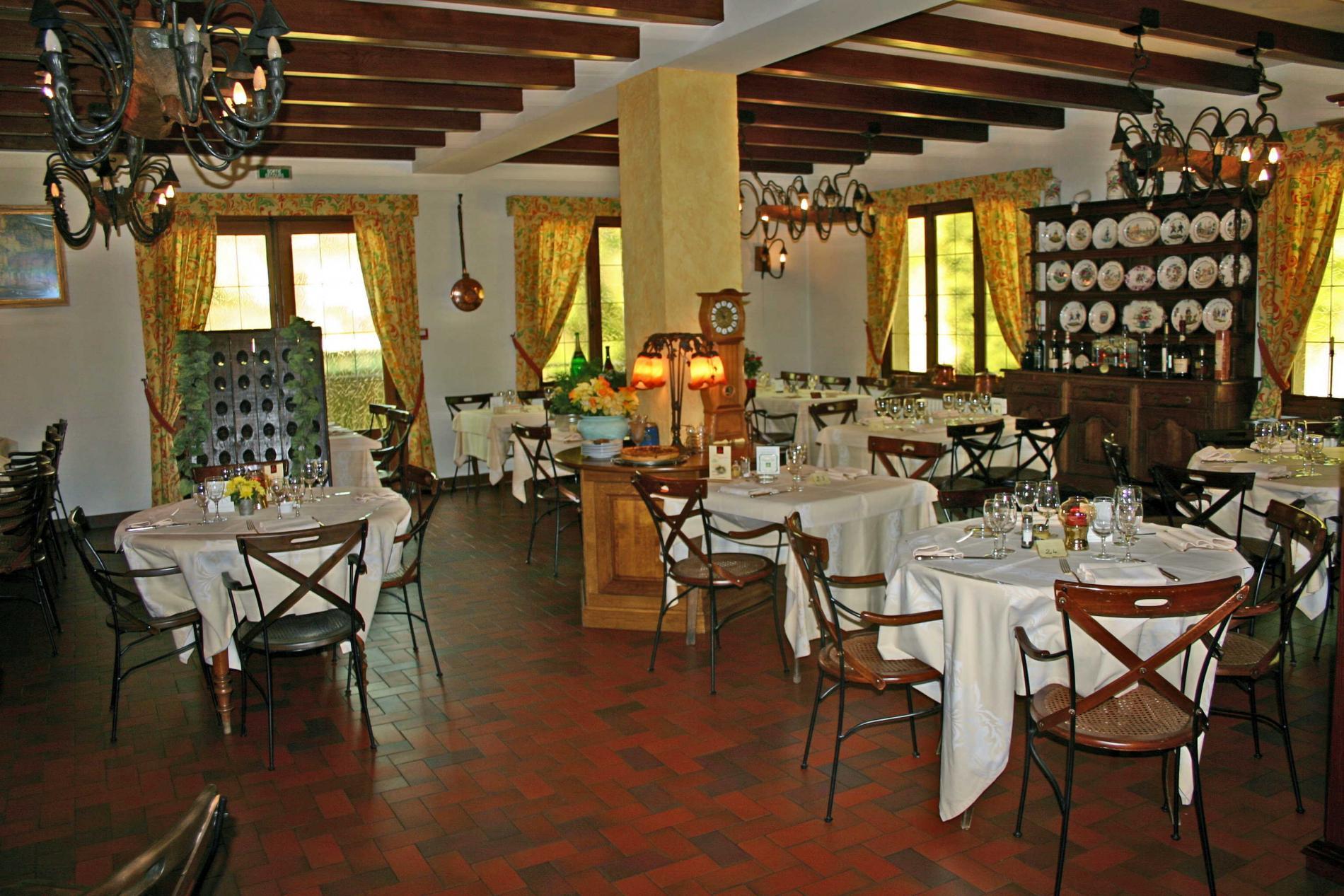 Restaurant In Baccarat La Renaissance   2 Cocottes  Ma U00eetre