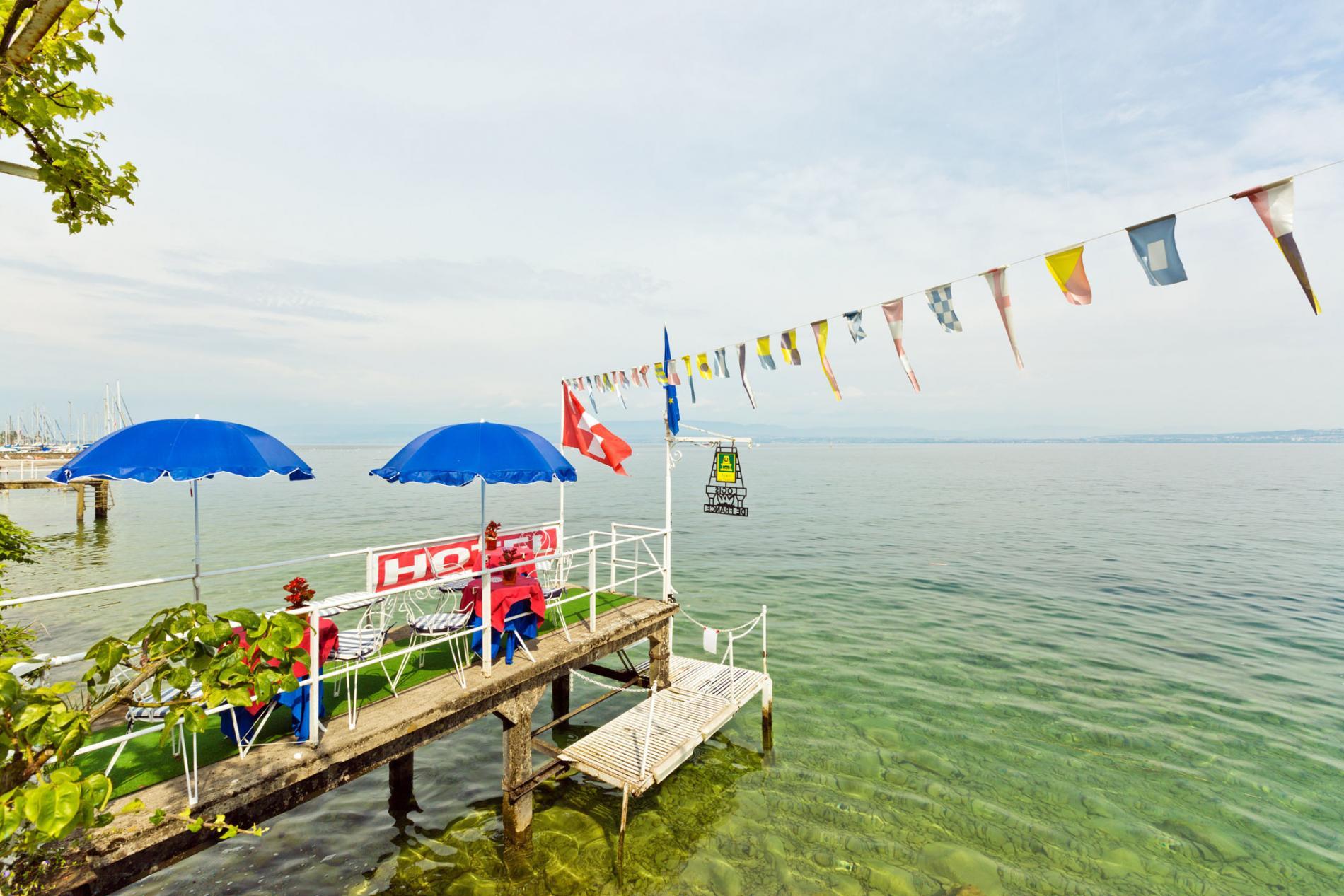H tel avec piscine evian au bord du lac l man h tel les for Piscine du lac tours