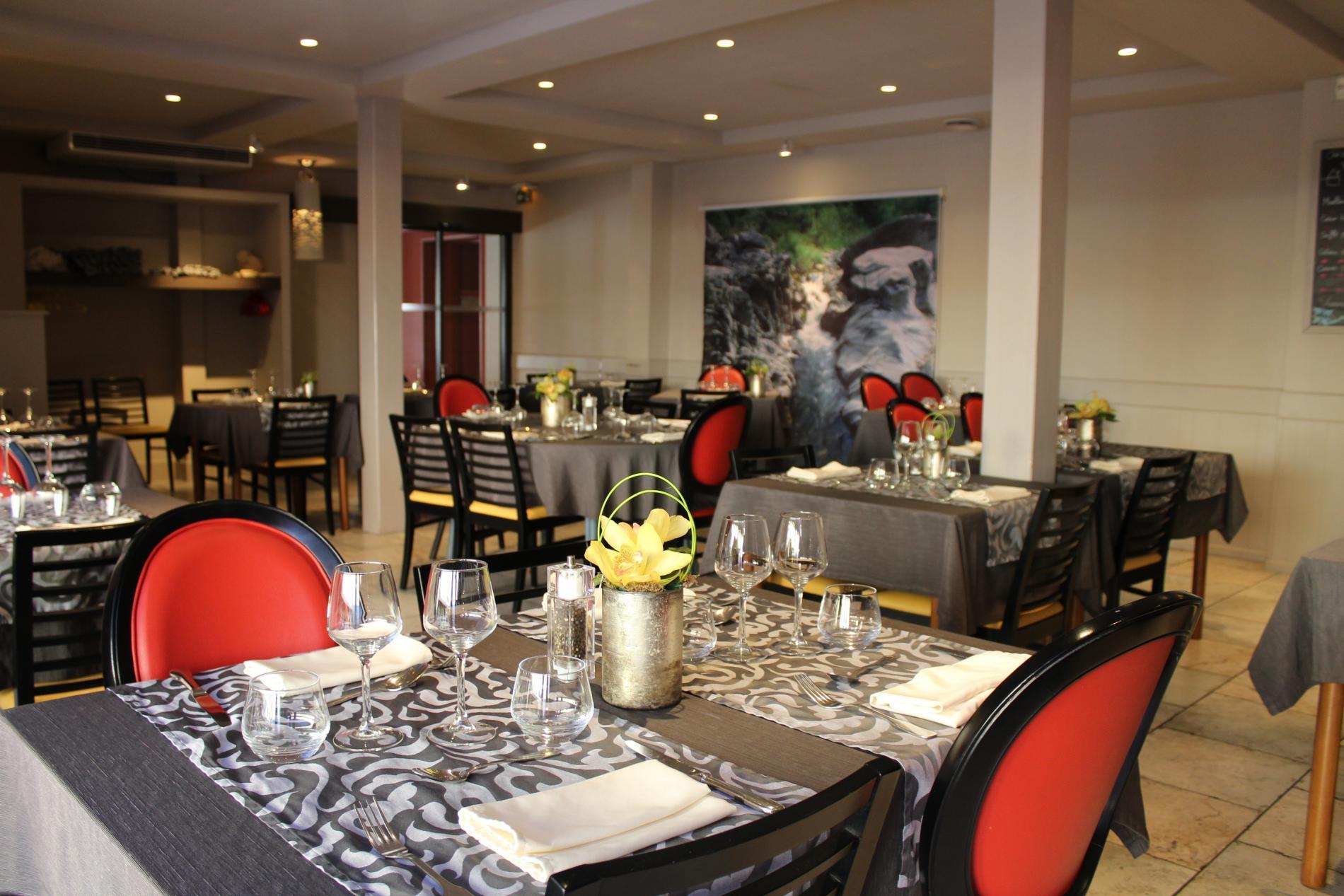 Logis Hotel com Restaurant l Ardoise Montfort sur Meu France