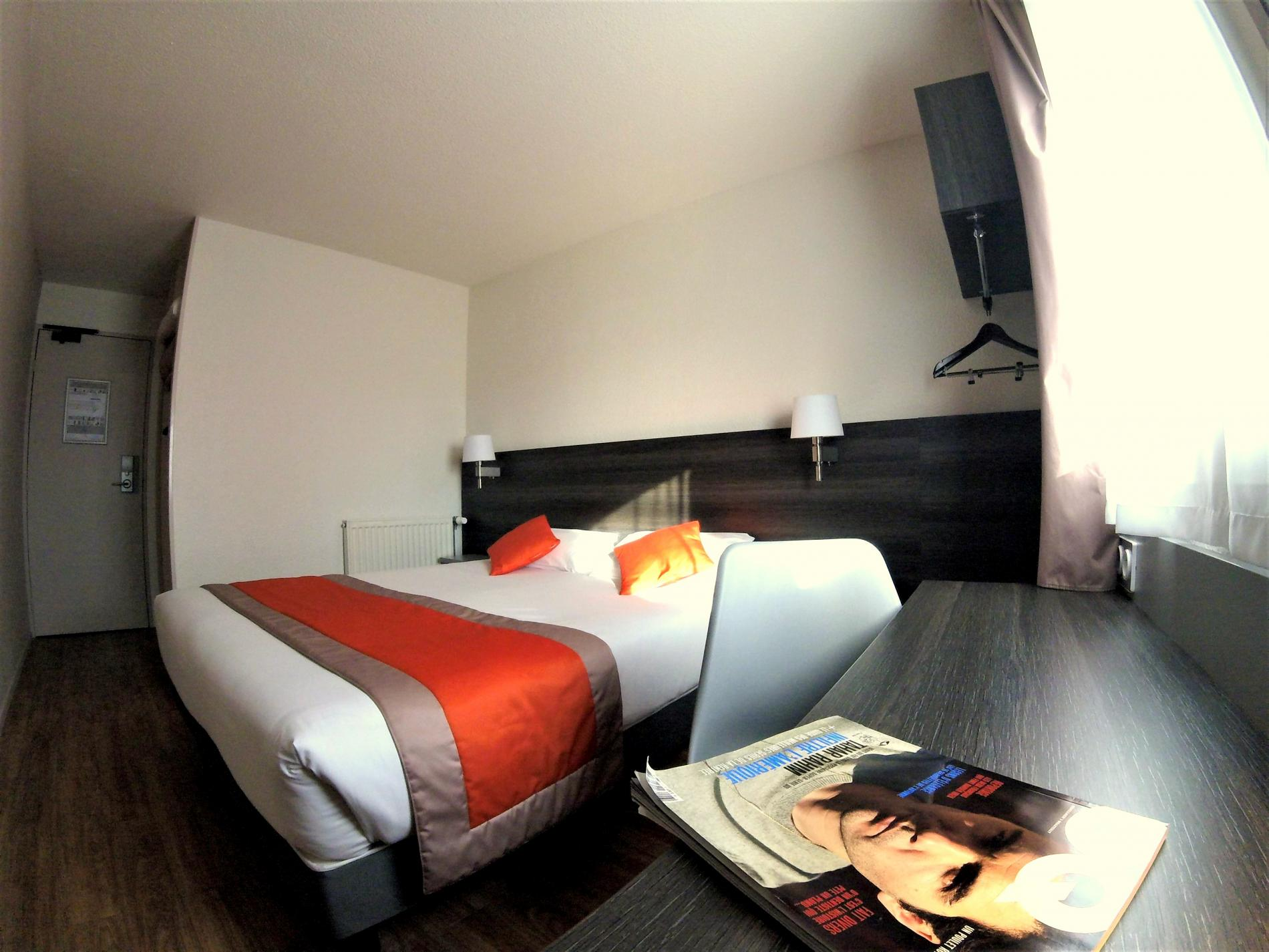 chambres familiales l h tel carline beaune proches hospices de beaune. Black Bedroom Furniture Sets. Home Design Ideas