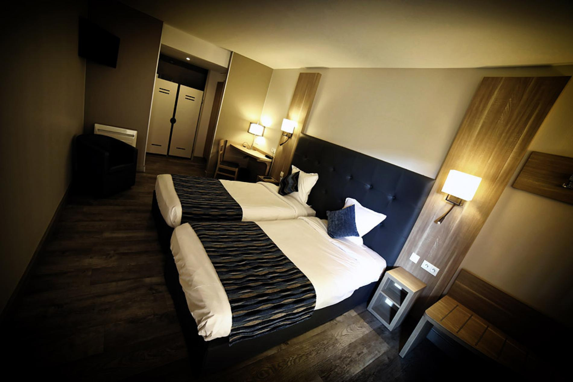 chambres hotel proche chalons en champagne matougues. Black Bedroom Furniture Sets. Home Design Ideas