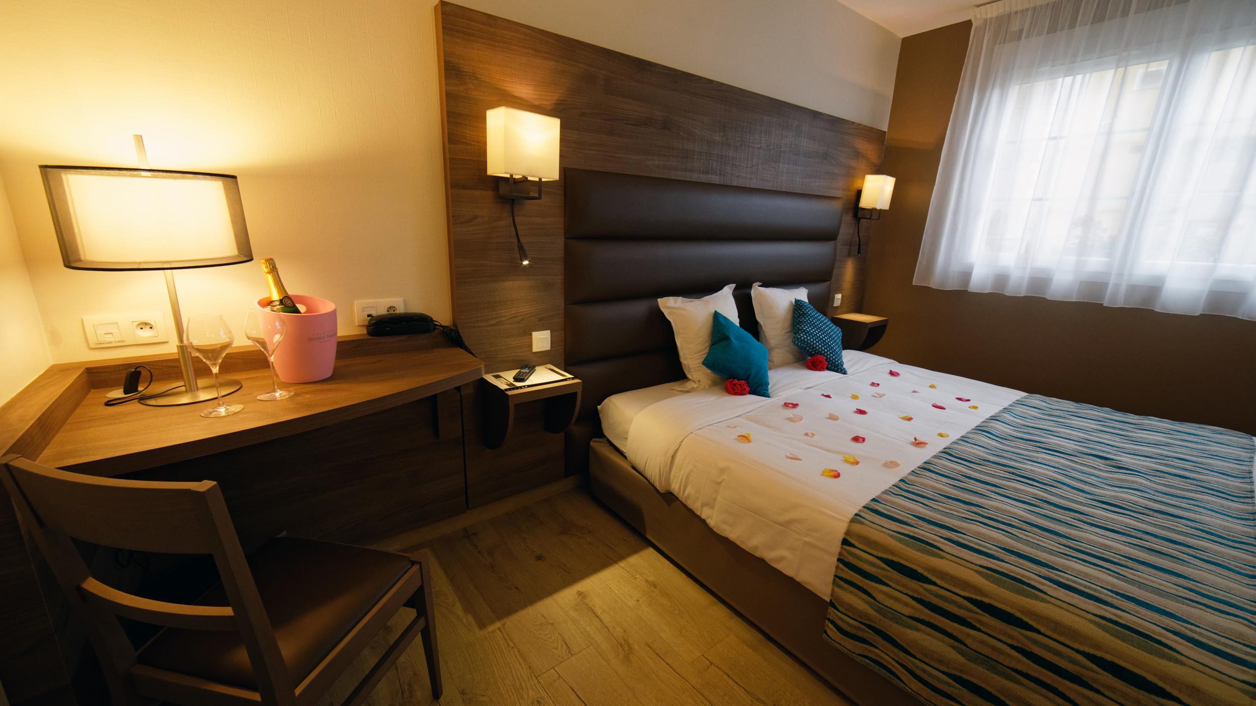tarifs chambre h tel matougues proche chalons en champagne duplex familiale avec climatisation. Black Bedroom Furniture Sets. Home Design Ideas