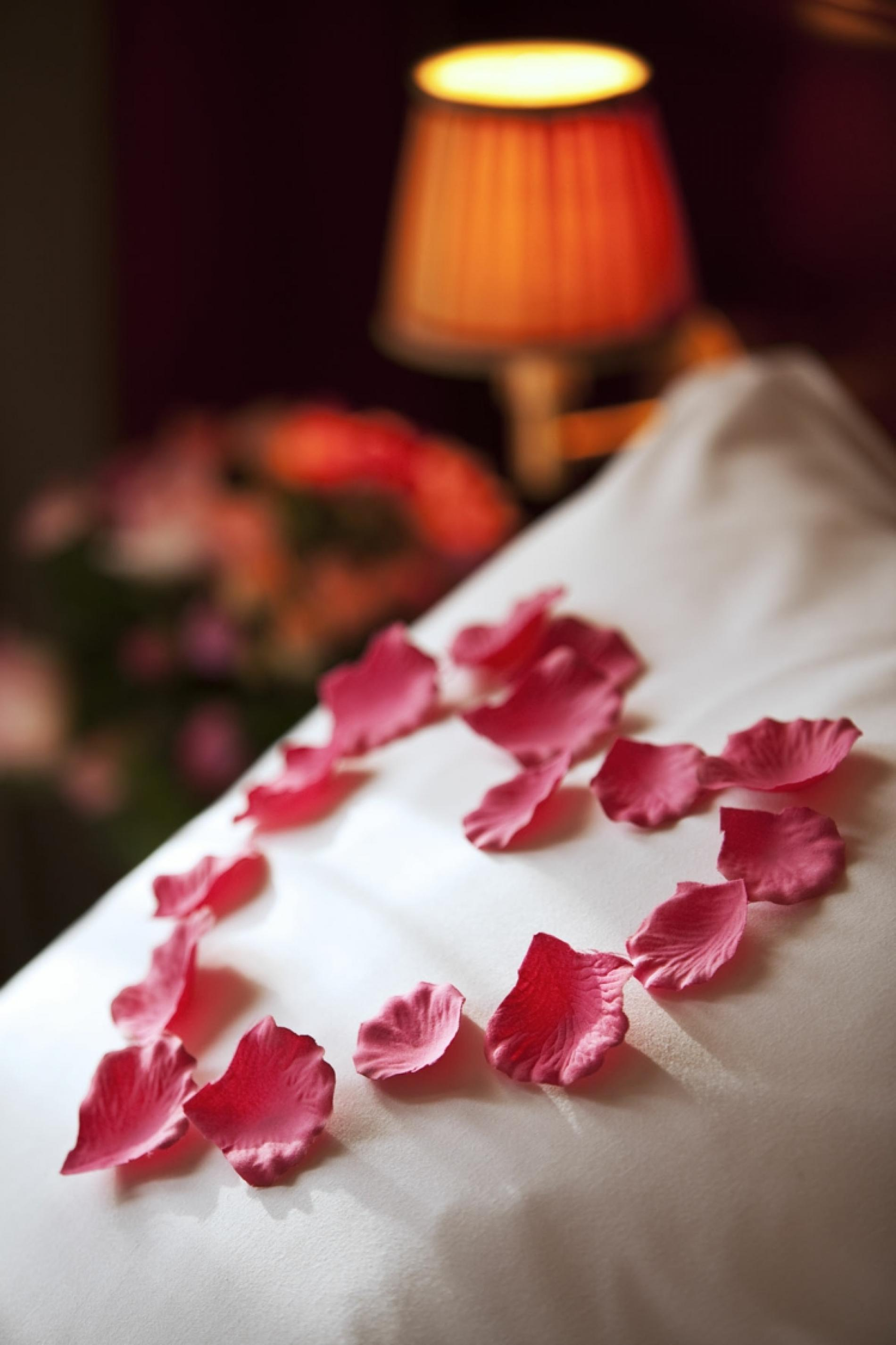Genav VIP: Bathrobes, slippers, flowers, rose petals and sweetmeats
