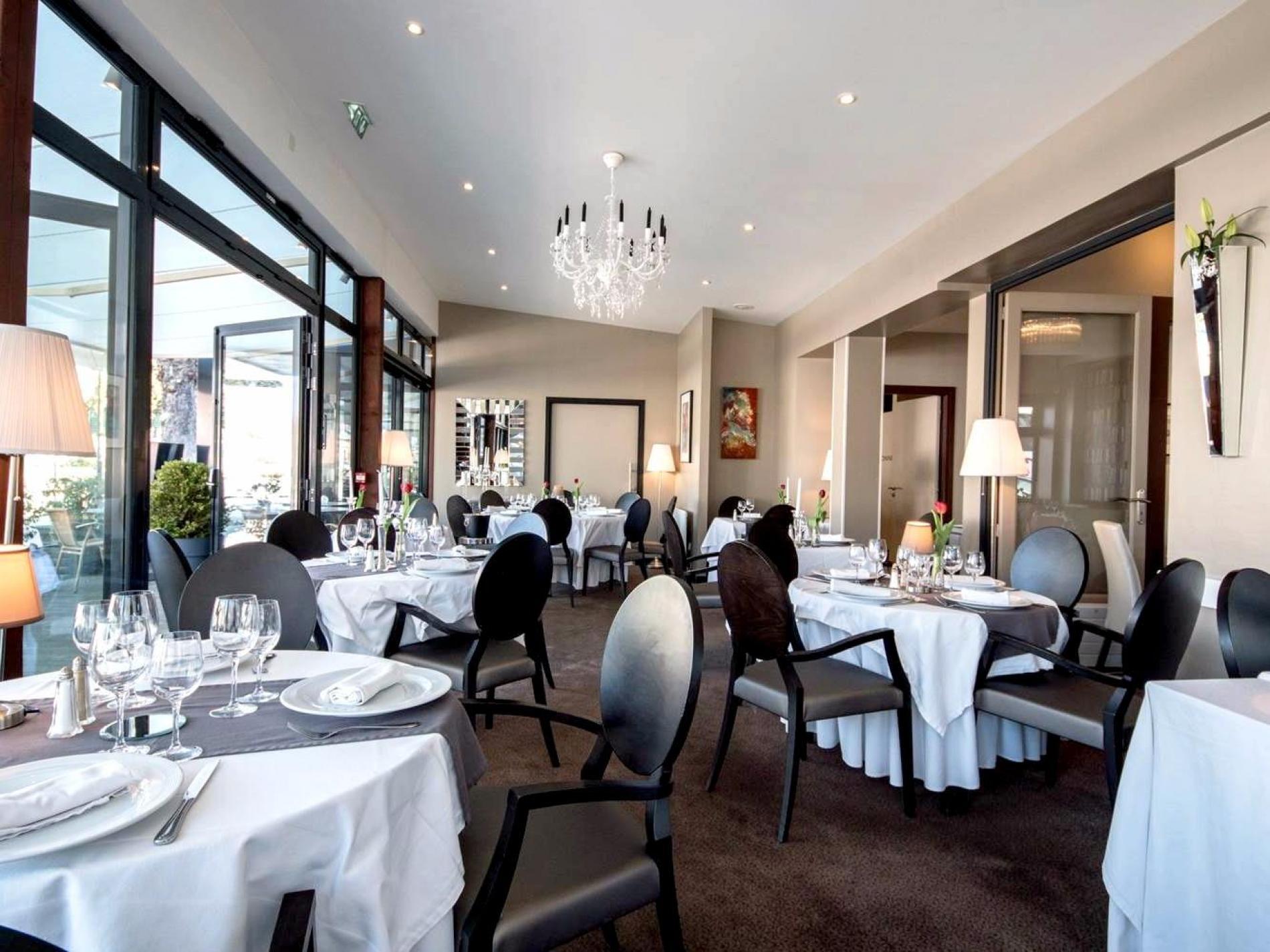 restaurant l 39 amphitryon de l 39 h tel le b uf couronn chartres. Black Bedroom Furniture Sets. Home Design Ideas