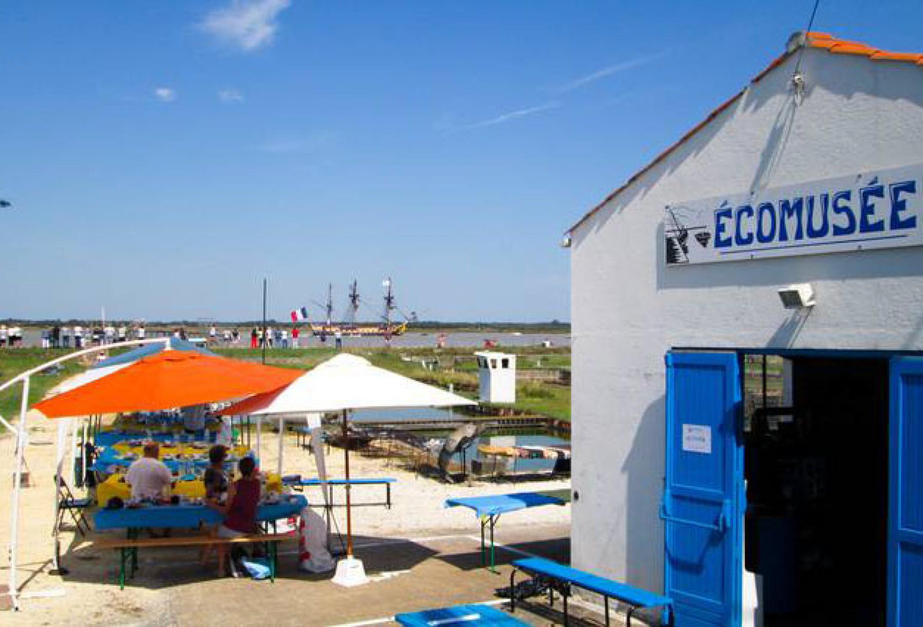 S jour en charente maritime l 39 h tel la chaloupe proche - Restaurant la chaloupe port des barques ...