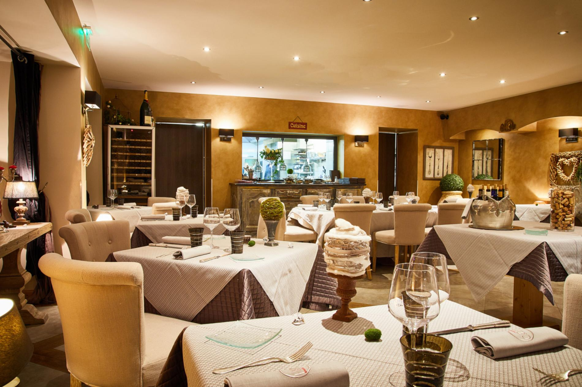 Cuisine Création Paray Le Monial restaurant of the hotel charme & business lyon at the