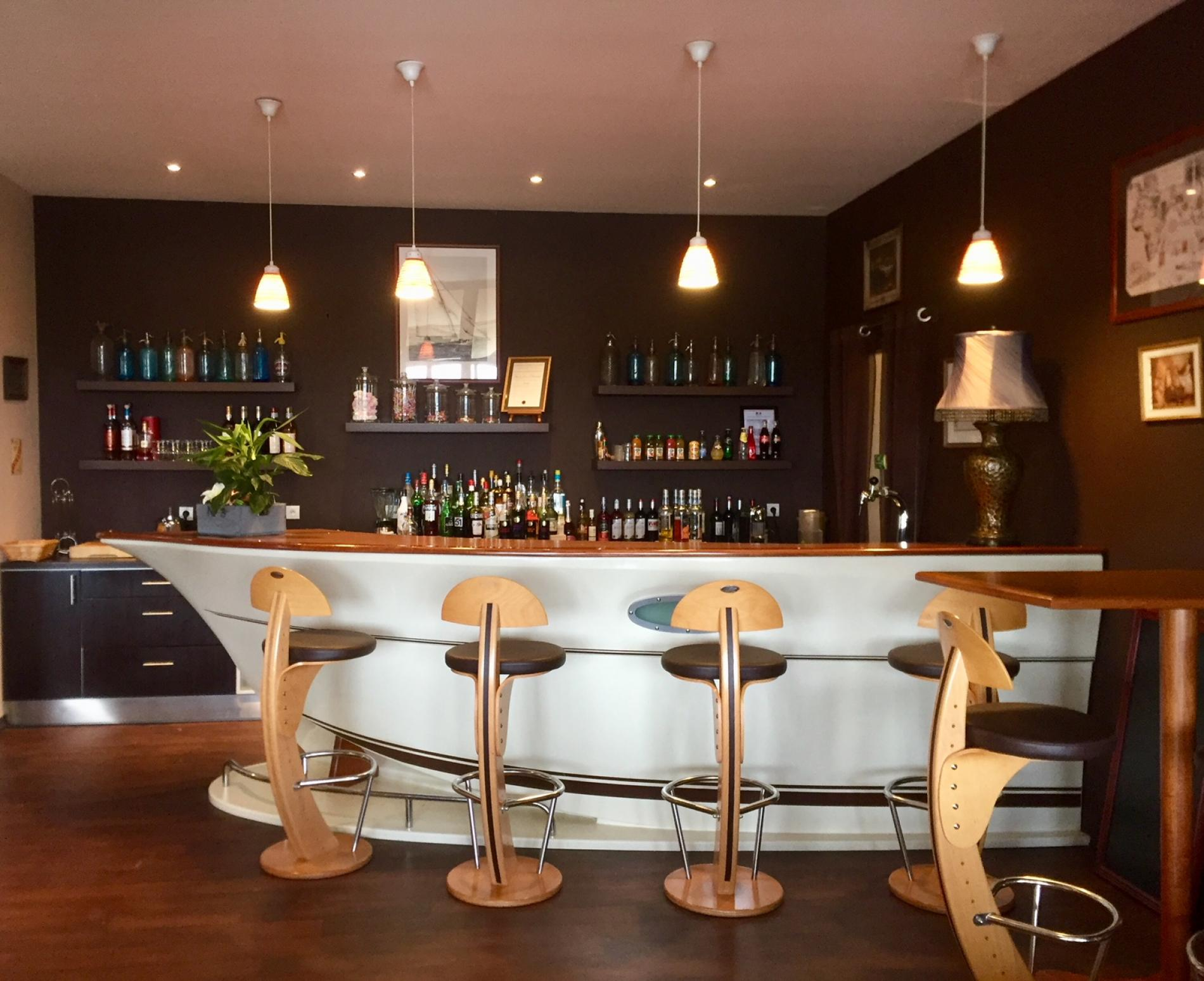 Logis hotel la chaloupe located at the entrance of the - Restaurant la chaloupe port des barques ...