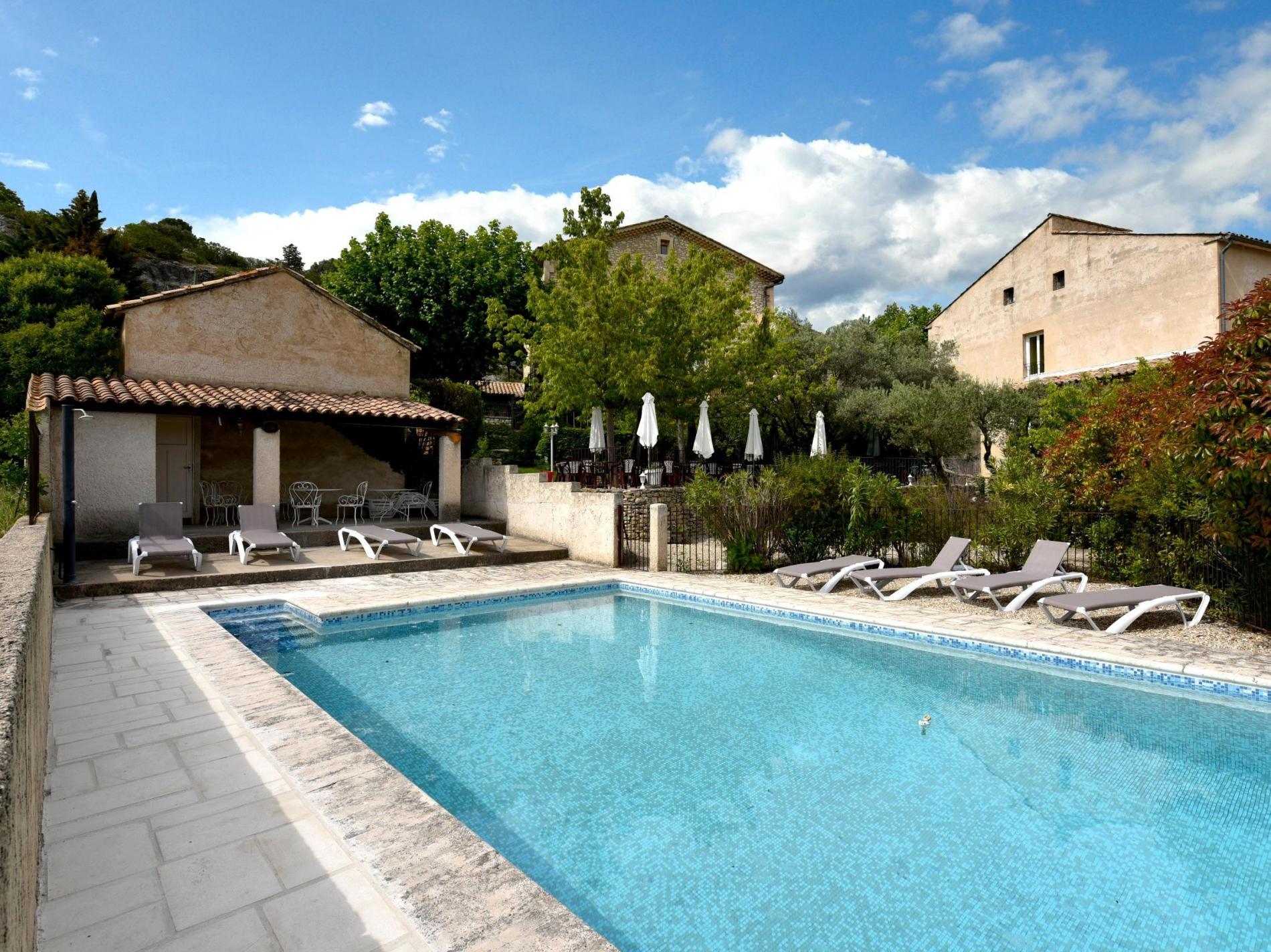 logis hotel piscine joucas luberon hostellerie