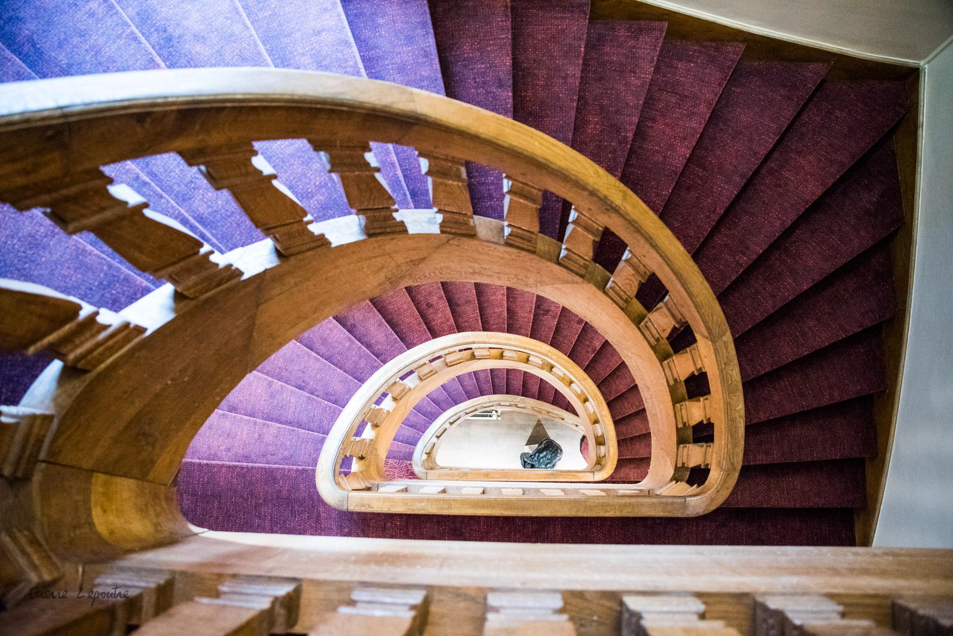 Escalier principal de l'hôtel du Moulin
