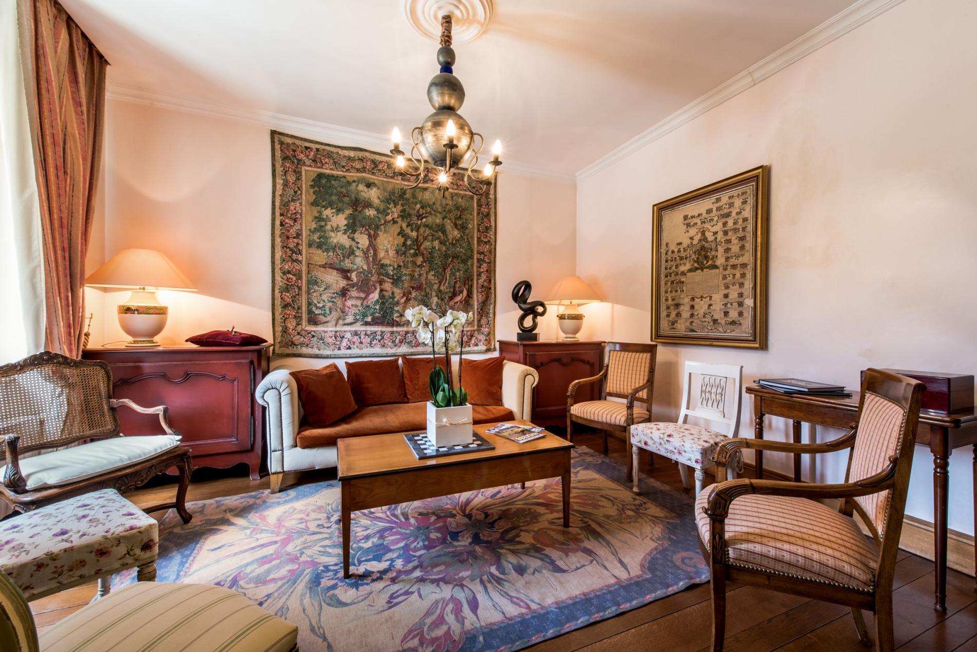 chateau h tel en savoie entre albertville et chamb ry chateau de la tour du puits. Black Bedroom Furniture Sets. Home Design Ideas